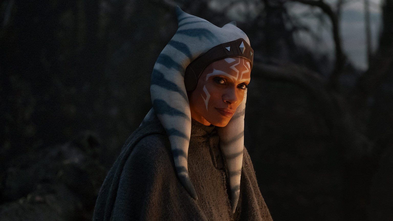 """Rosario Dawson — the actress who plays the live-action version of Ahsoka Tano — recently told StarWars.com that she would be interested in returning to the """"Star Wars"""" franchise as Ahsoka Tano."""