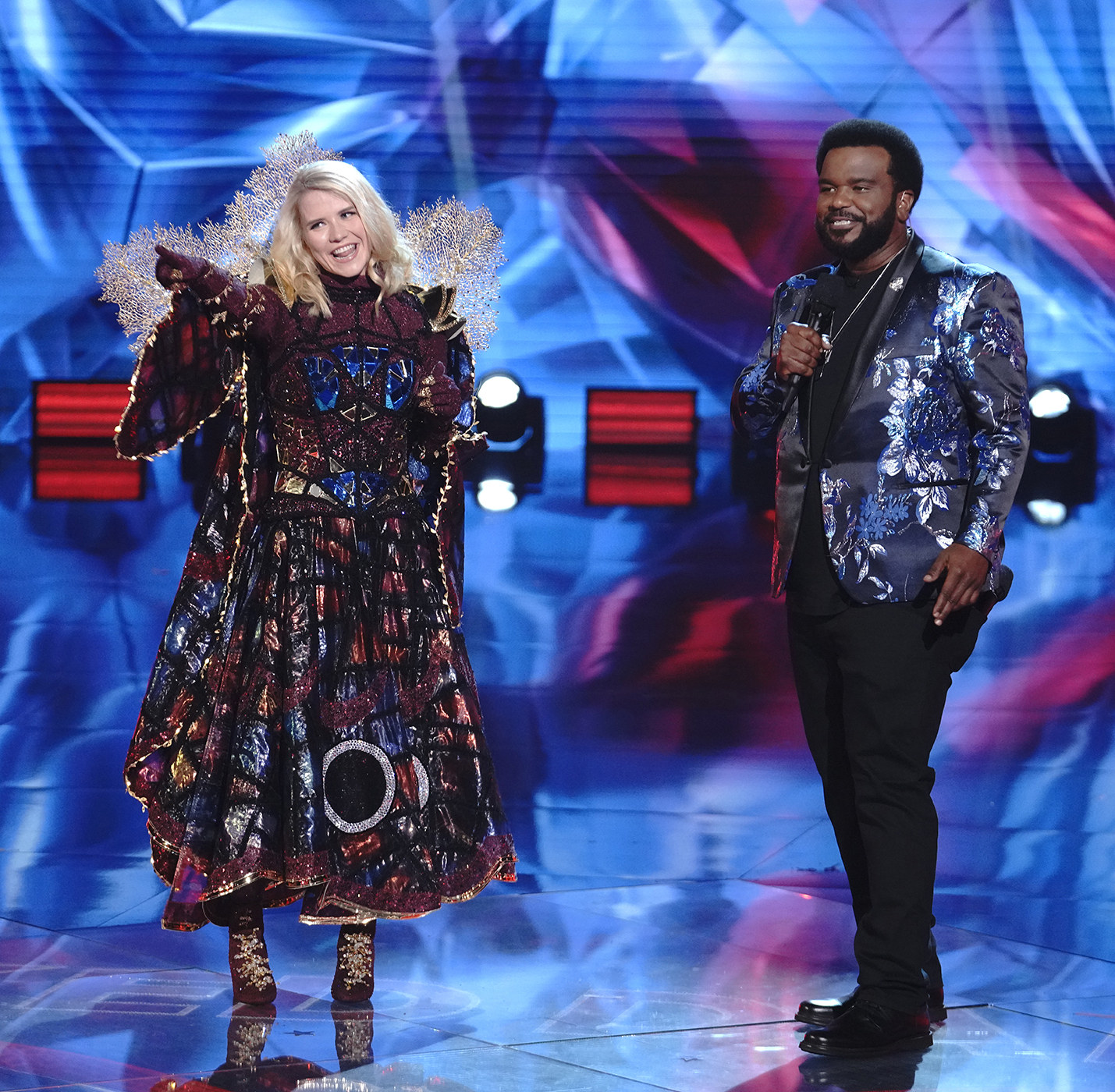 """Elizabeth Smart and host Craig Robinson in the """"Group B Playoffs - These Masks Don't Lie"""" episode of THE MASKED DANCER airing Wednesday, Jan. 13"""