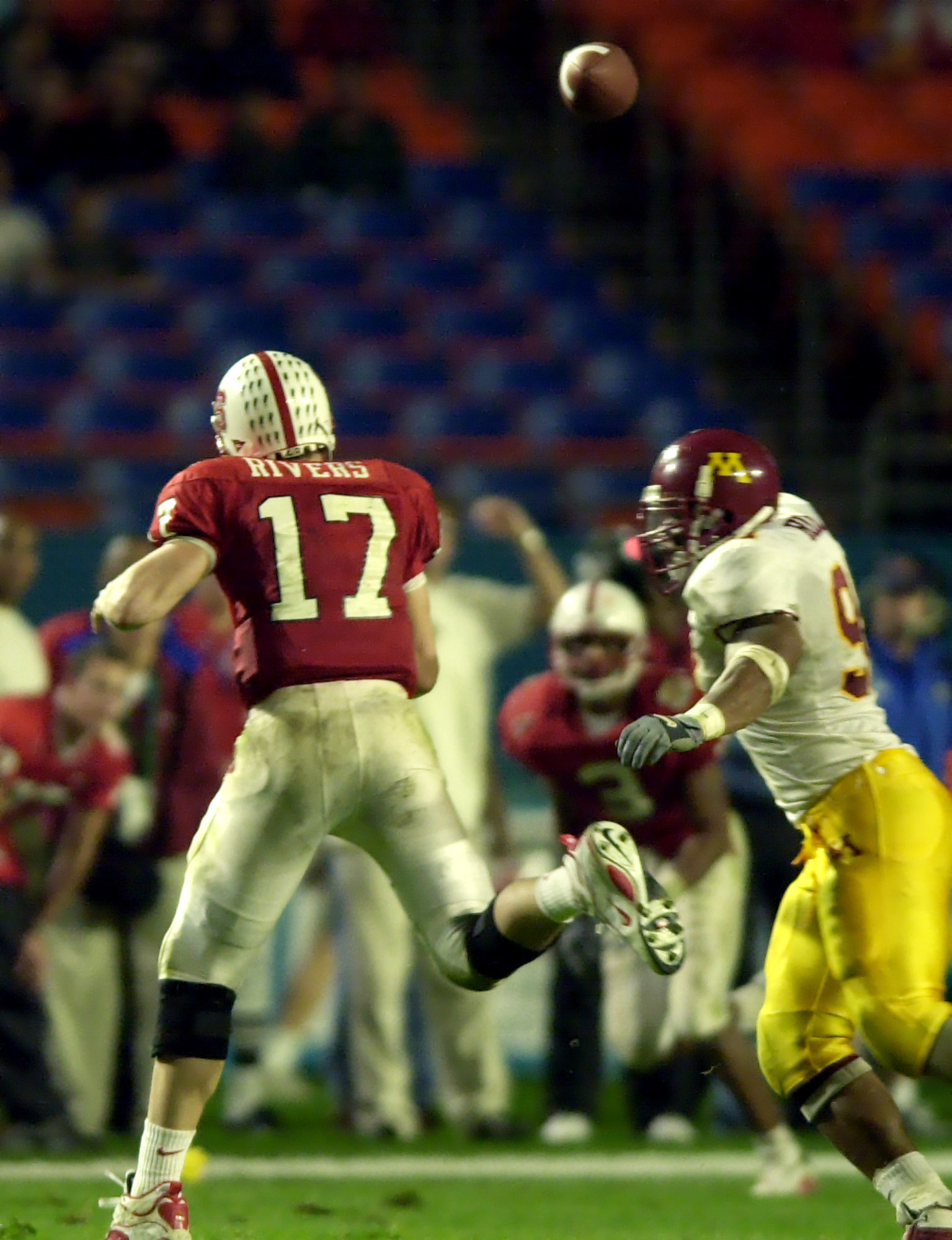 University of Minnesota vs North Carolina State Micron P.C.com bowl Thursday 12/28/00----- N.C State quaterback Philip Rivers 17 avoids the rush of Minnesota's Karon Riley completing a pass to his teamate Koren Robinson during the 4th quarter at Pro Play