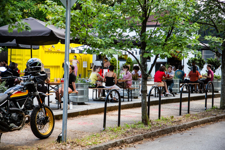 Victory Sandwich Bar in Inman Park, parking lot patio