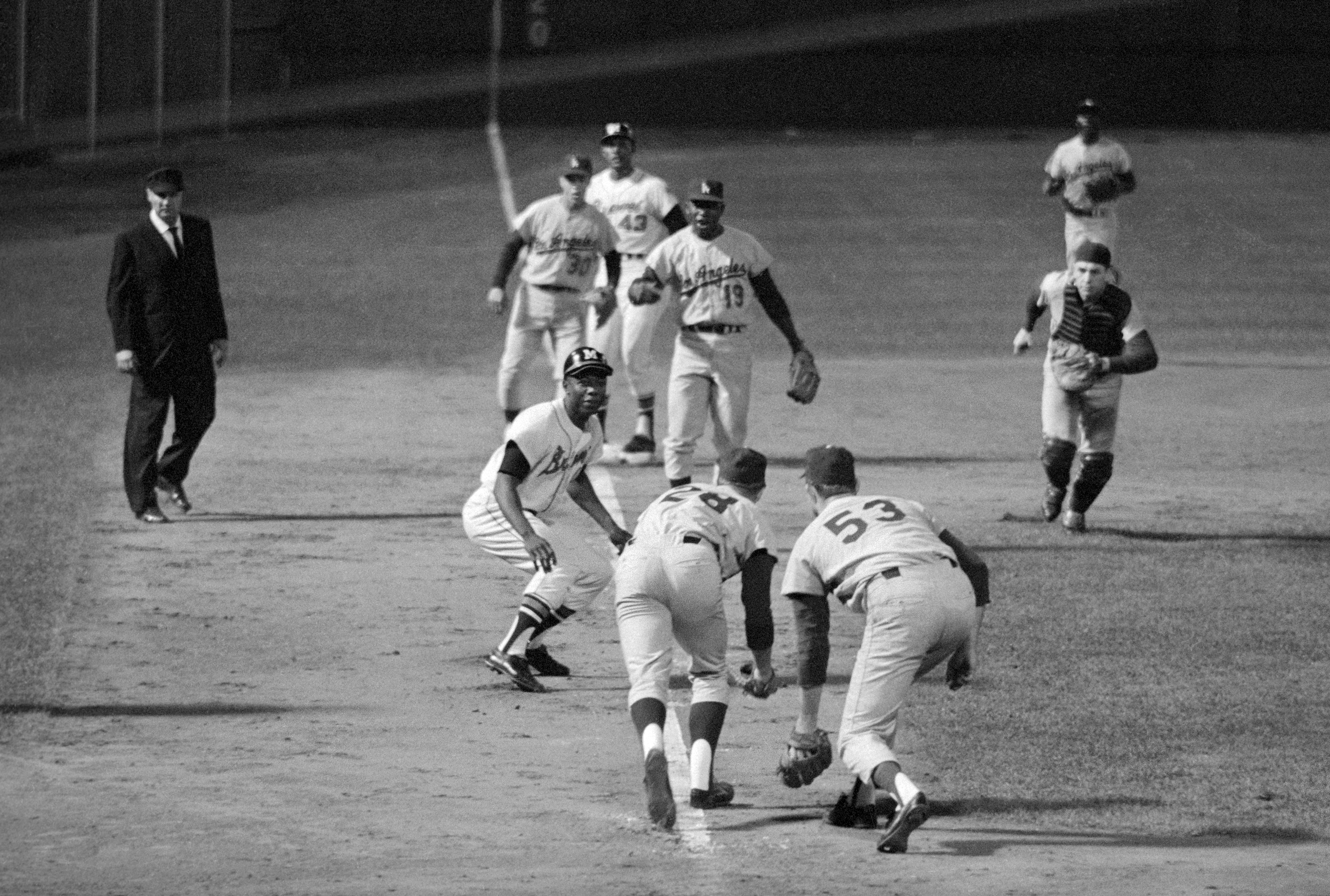 Hank Aaron Caught in The Middle