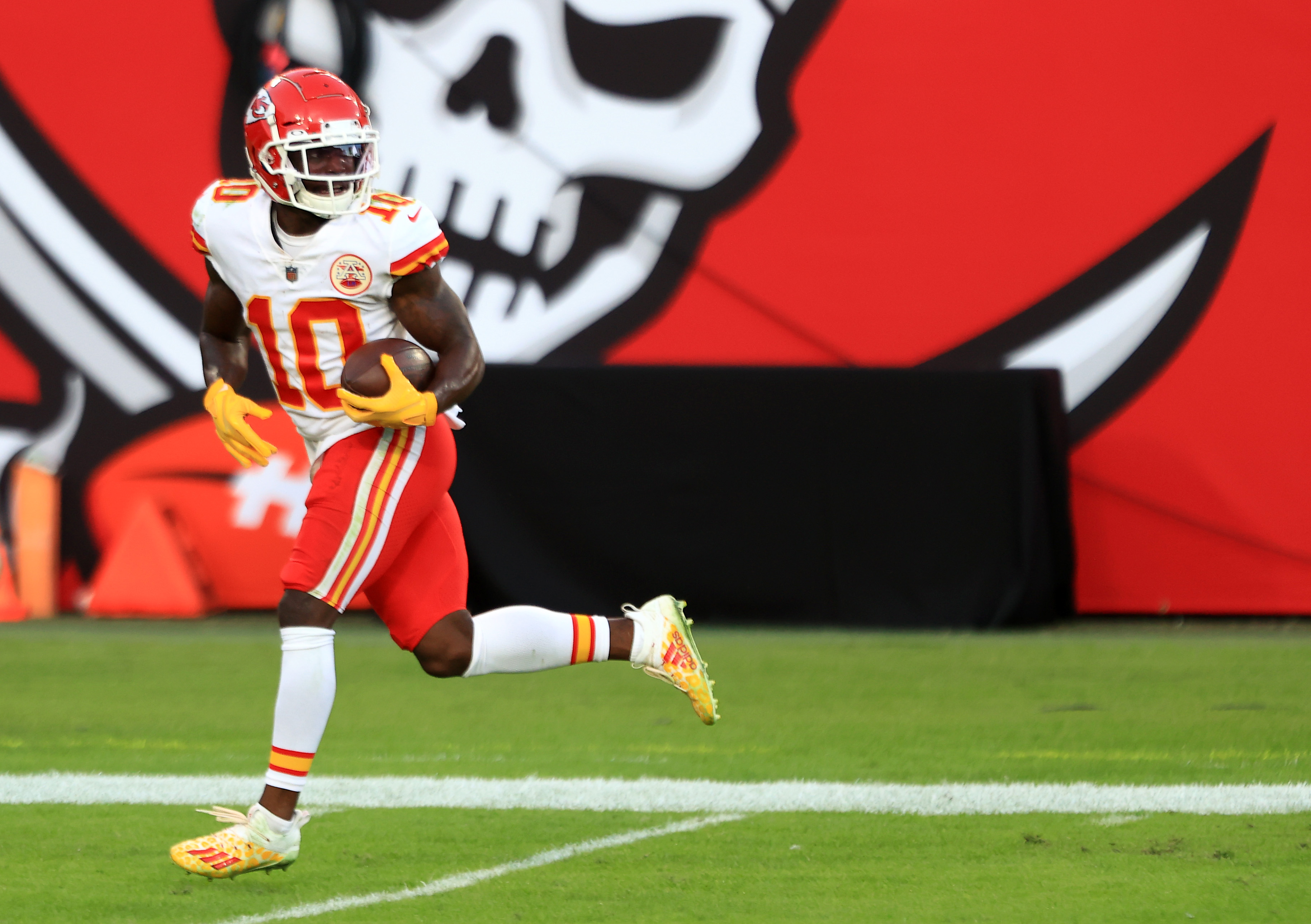 Tyreek Hill #10 of the Kansas City Chiefs carries the ball in for a touchdown following a catch during their game against the Tampa Bay Buccaneers at Raymond James Stadium on November 29, 2020 in Tampa, Florida.