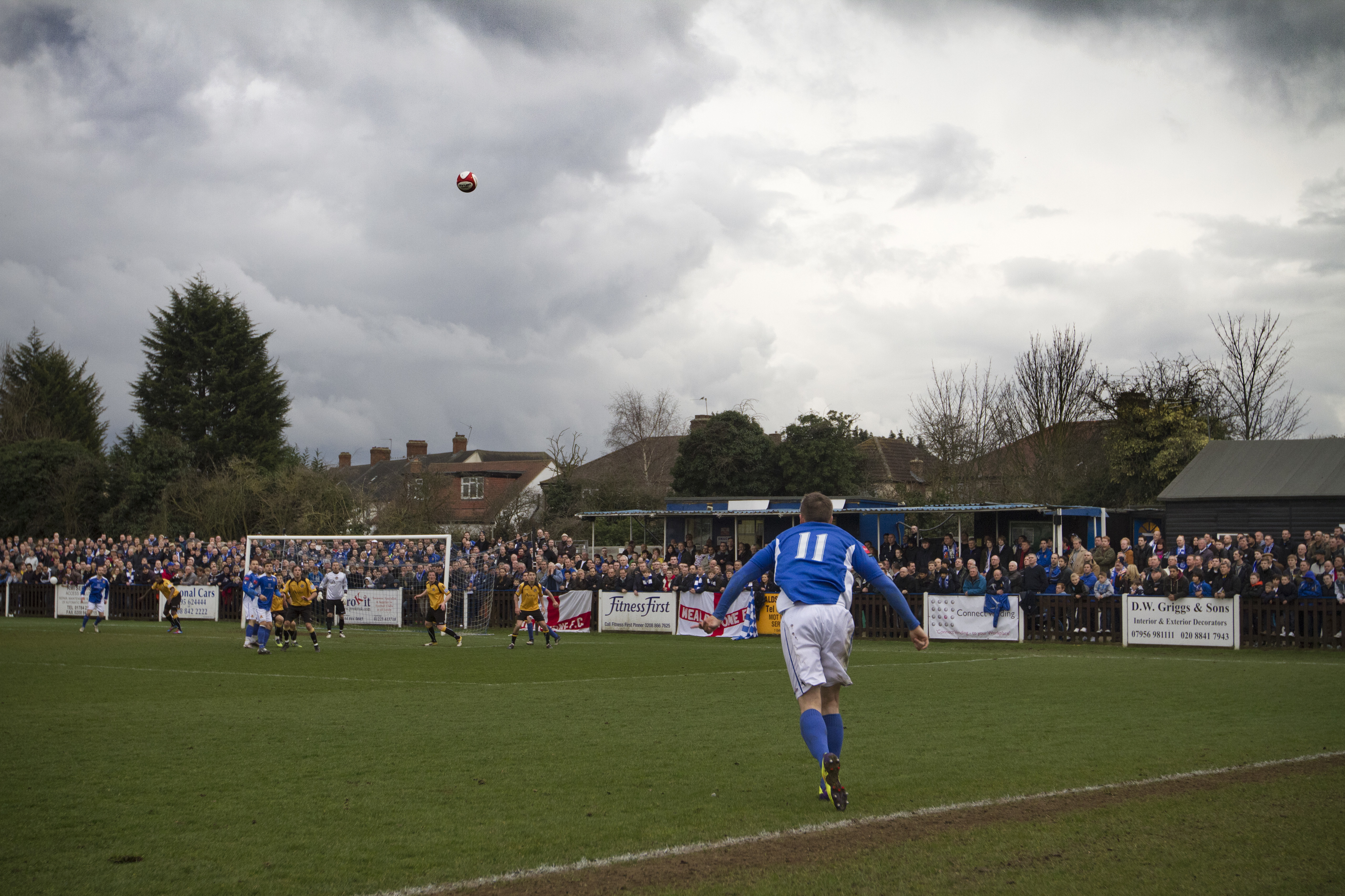 Lee Chappell taking a long throw - Wealdstone FC - FA Trophy Final