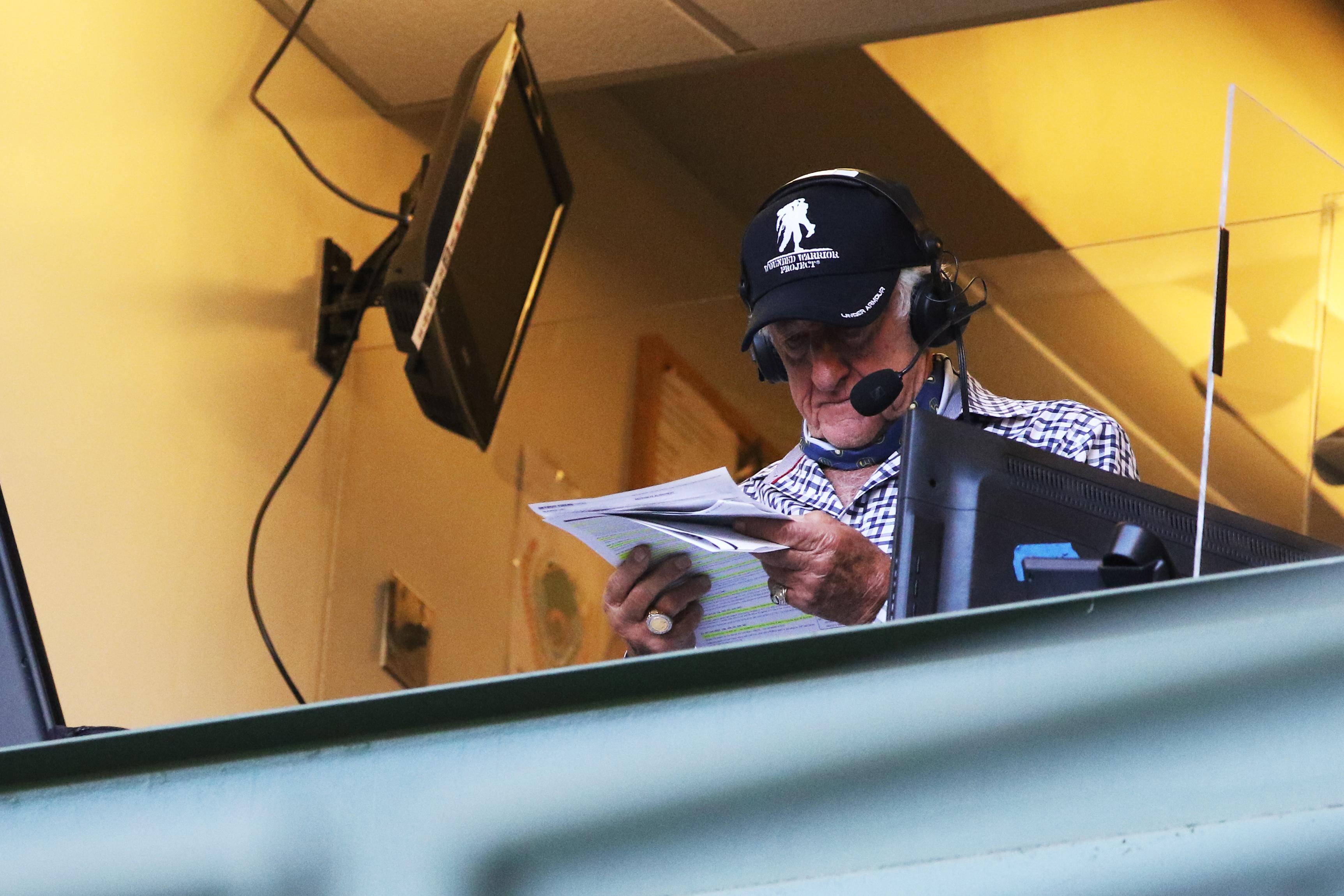 Bob Uecker looks at stats.