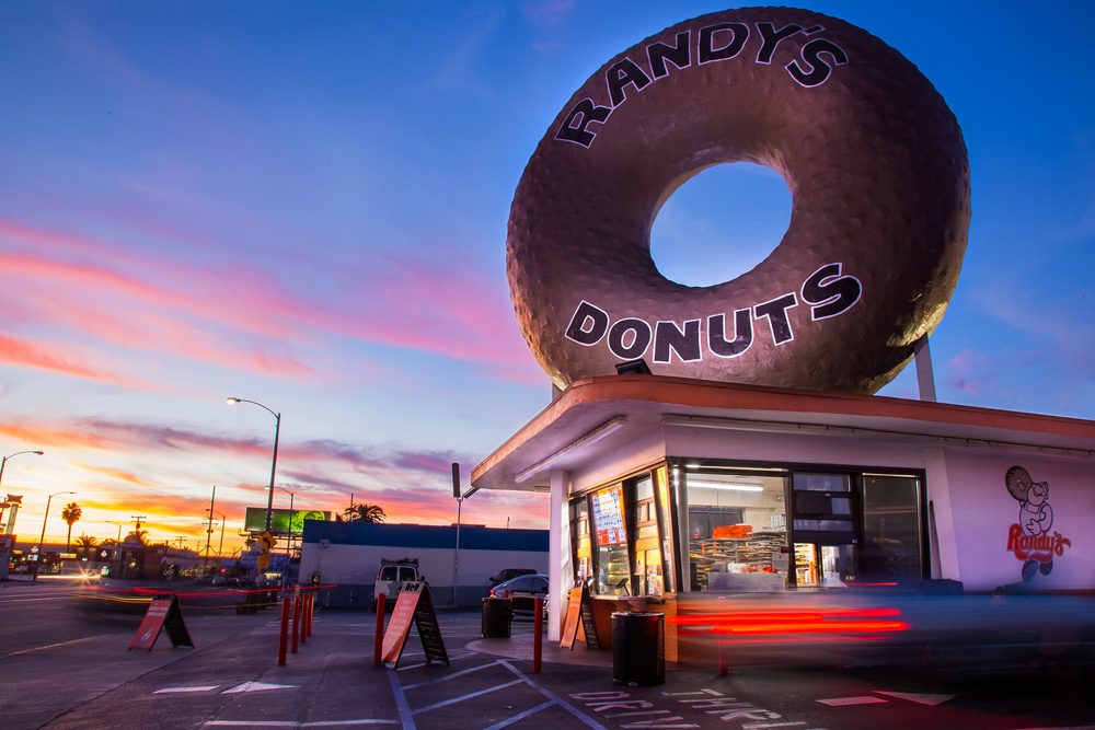 The exterior of the World Famous Randy's Donuts Inglwood, Calfornia location.
