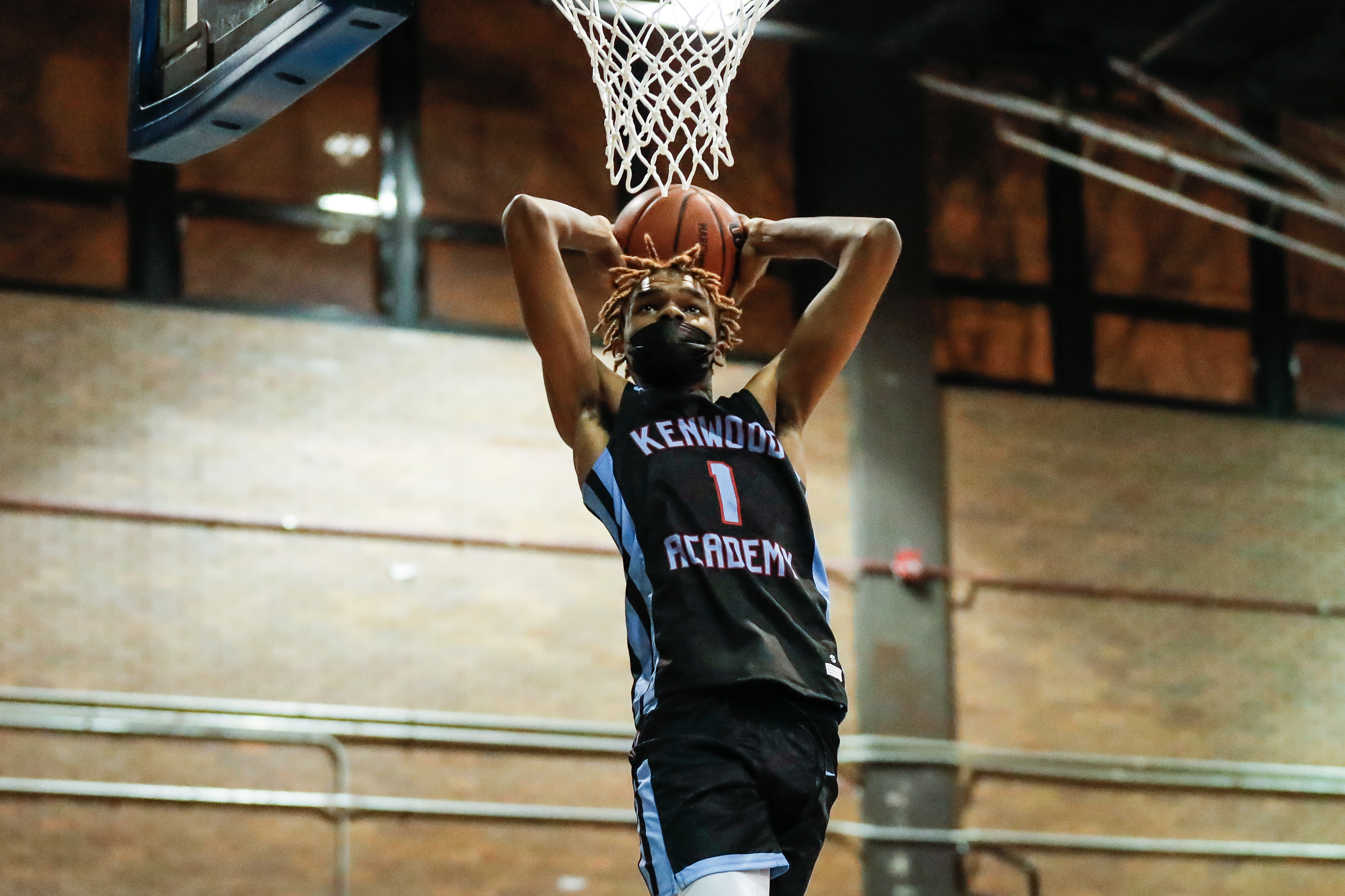Kenwood's JJ Taylor (1) dunks the ball in the game against Clemente.