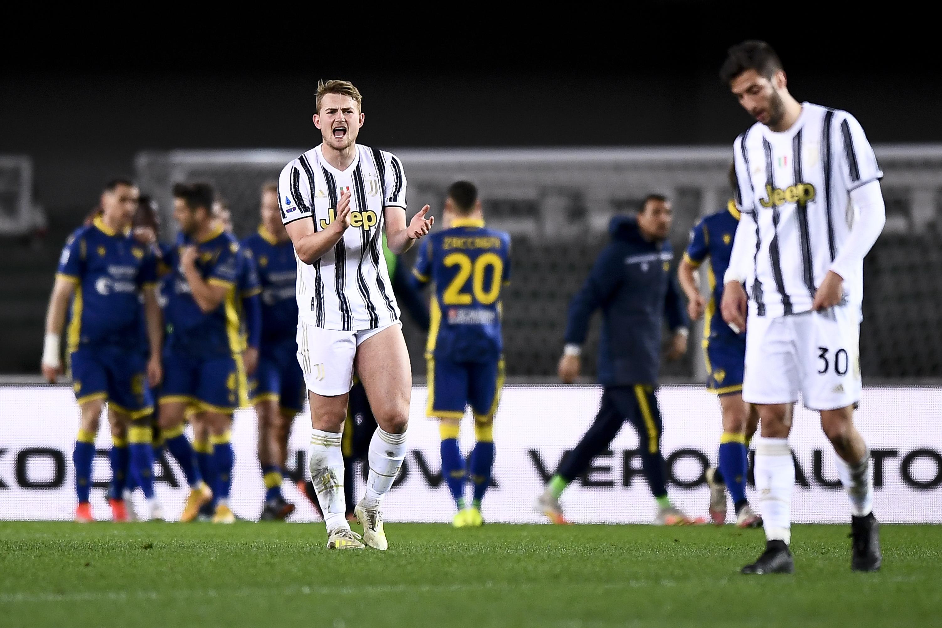 Matthijs de Ligt (L) of Juventus FC and Rodrigo Bentancur (R...