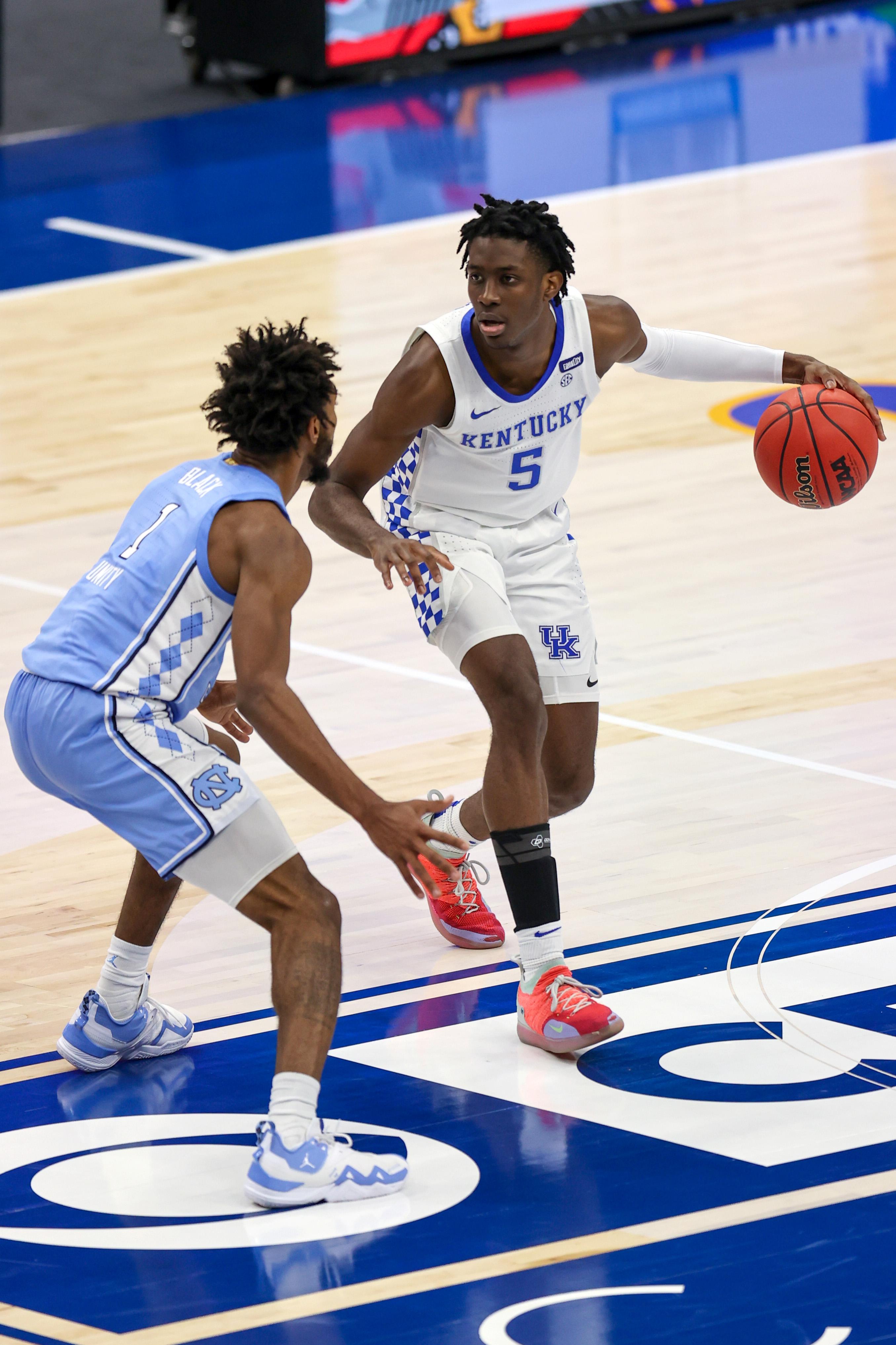 COLLEGE BASKETBALL: DEC 19 CBS Sports Classic - Kentucky v North Carolina