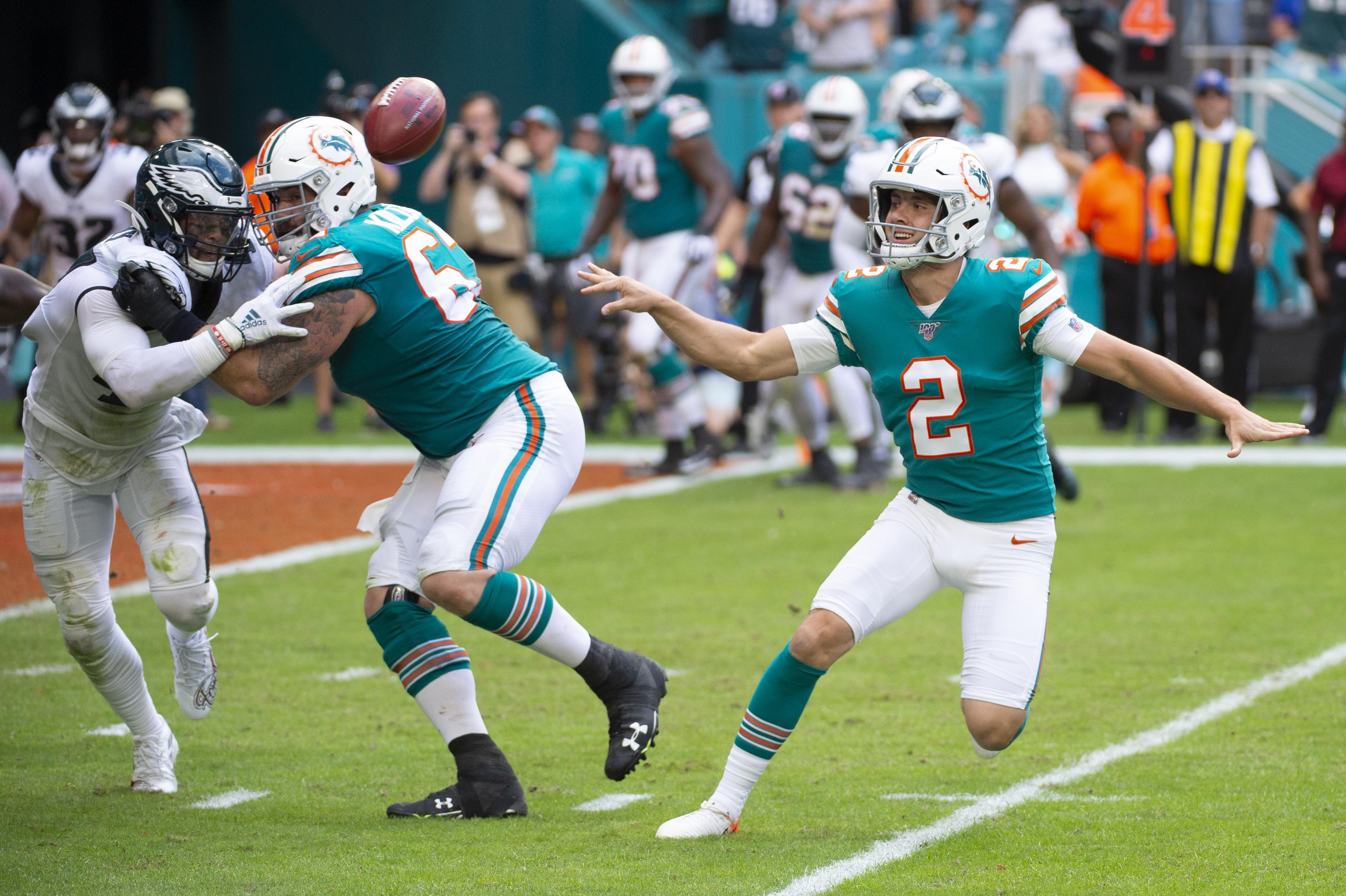 NFL: DEC 01 Eagles at Dolphins