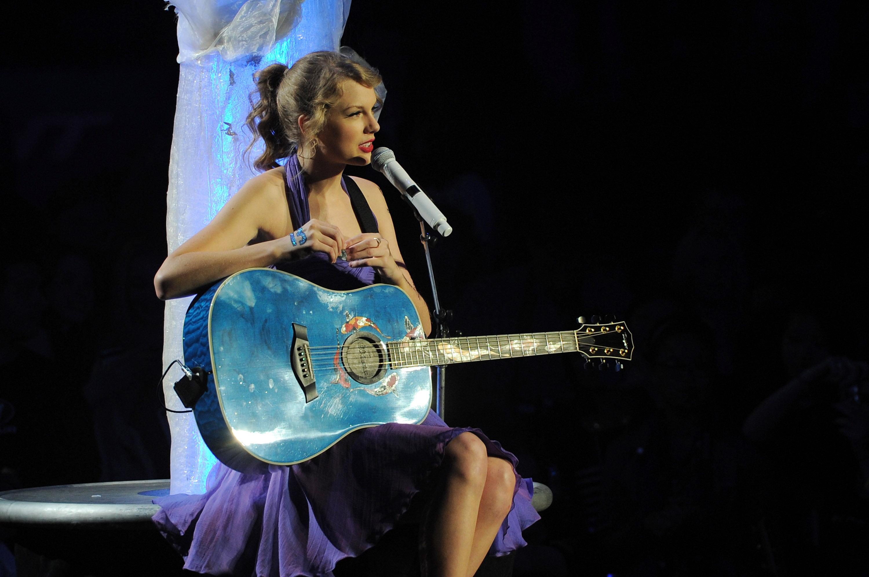 """Taylor Swift """"Speak Now World Tour"""" In New York City - November 22, 2011"""