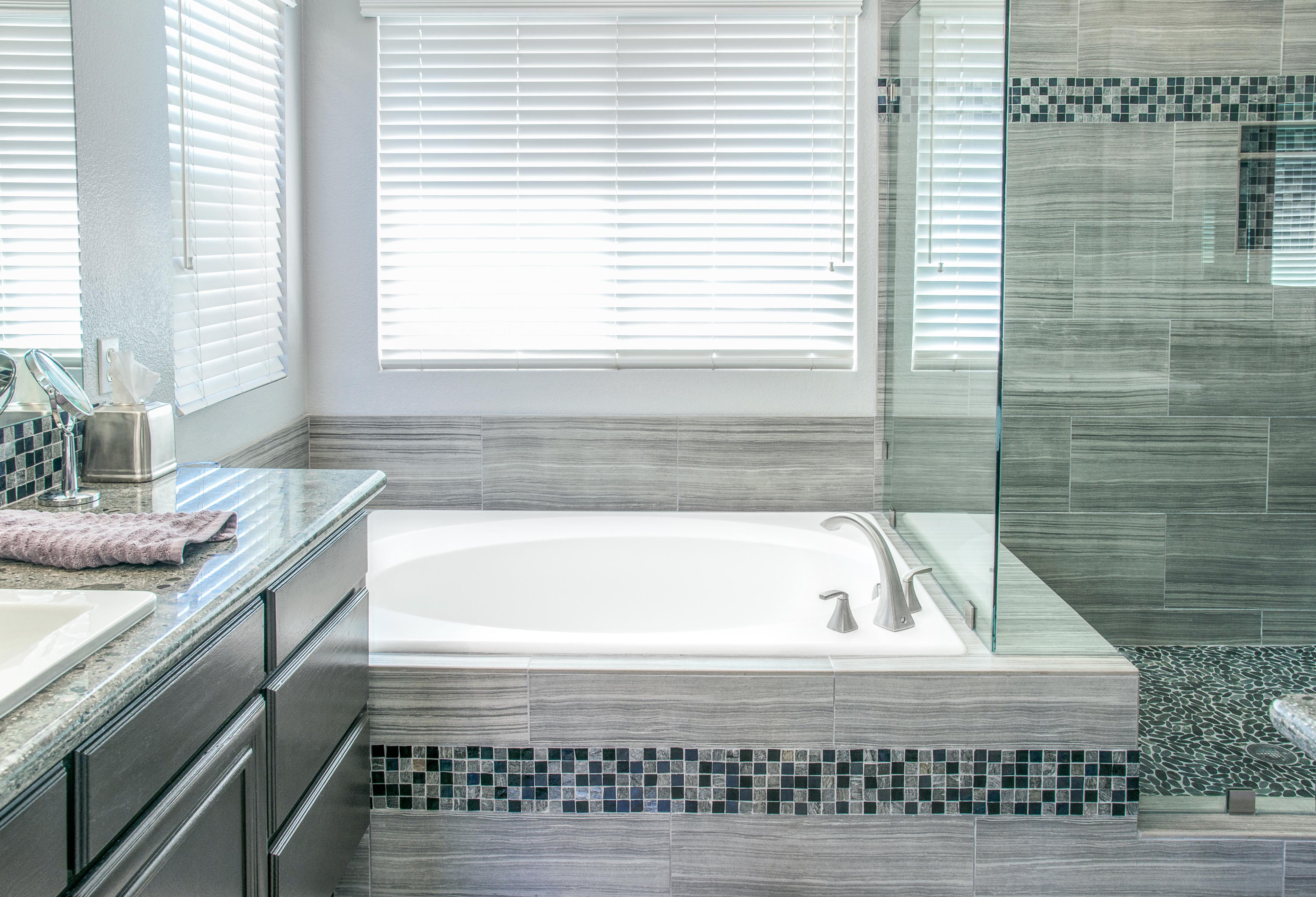 Cleaning a bathtub