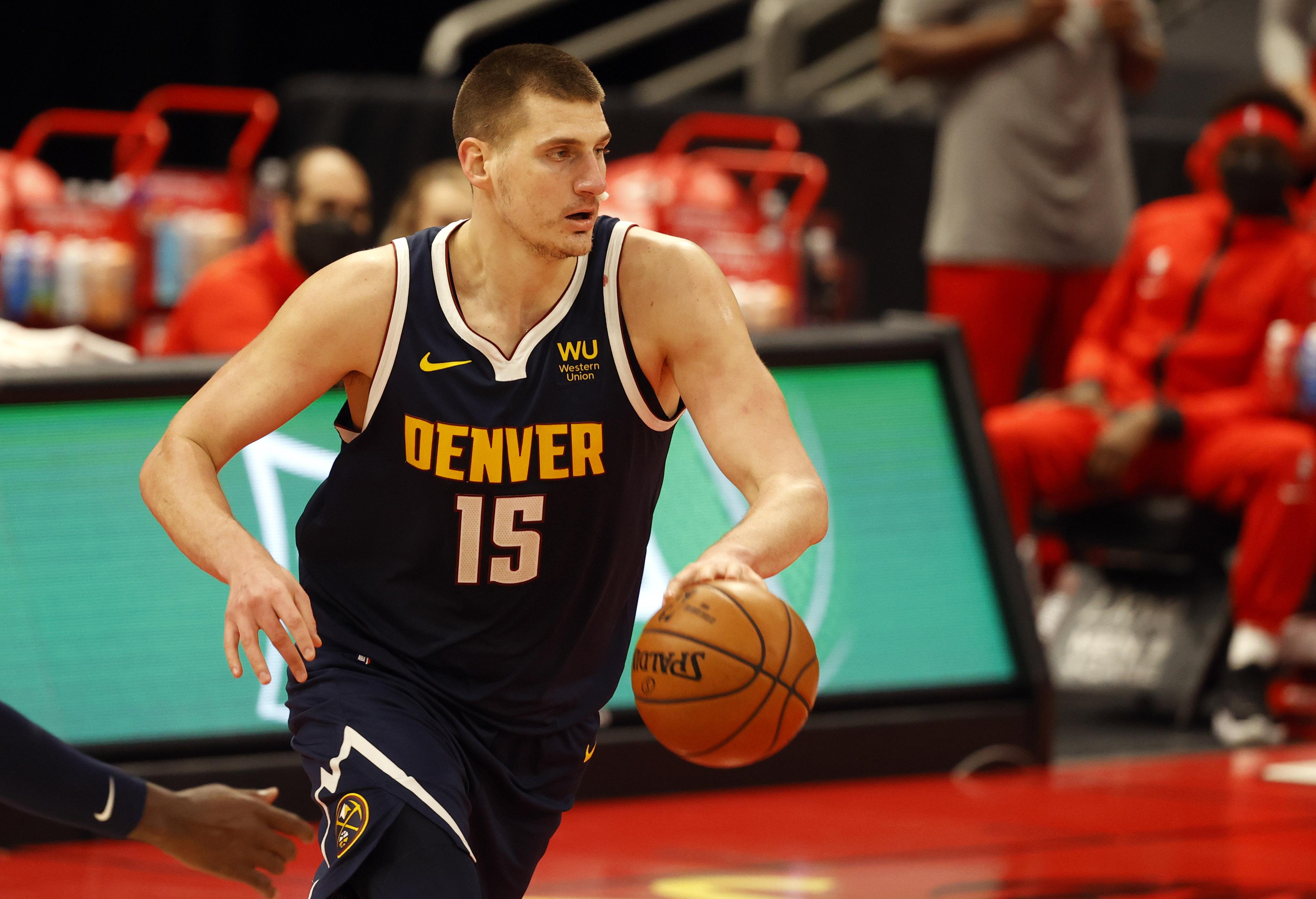 Denver Nuggets center Nikola Jokic moves to the basket against the Toronto Raptors during the first half at Amalie Arena