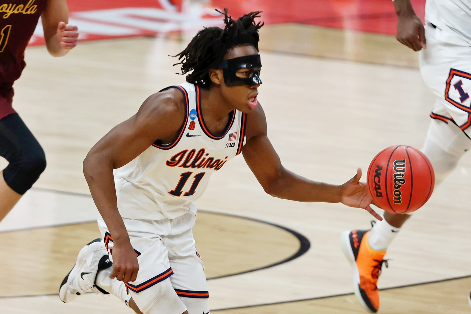 Illinois Fighting Illini guard Ayo Dosunmu dribbles the ball up the court against the Loyola Ramblers during the first half in the second round of the 2021 NCAA Tournament at Bankers Life Fieldhouse.