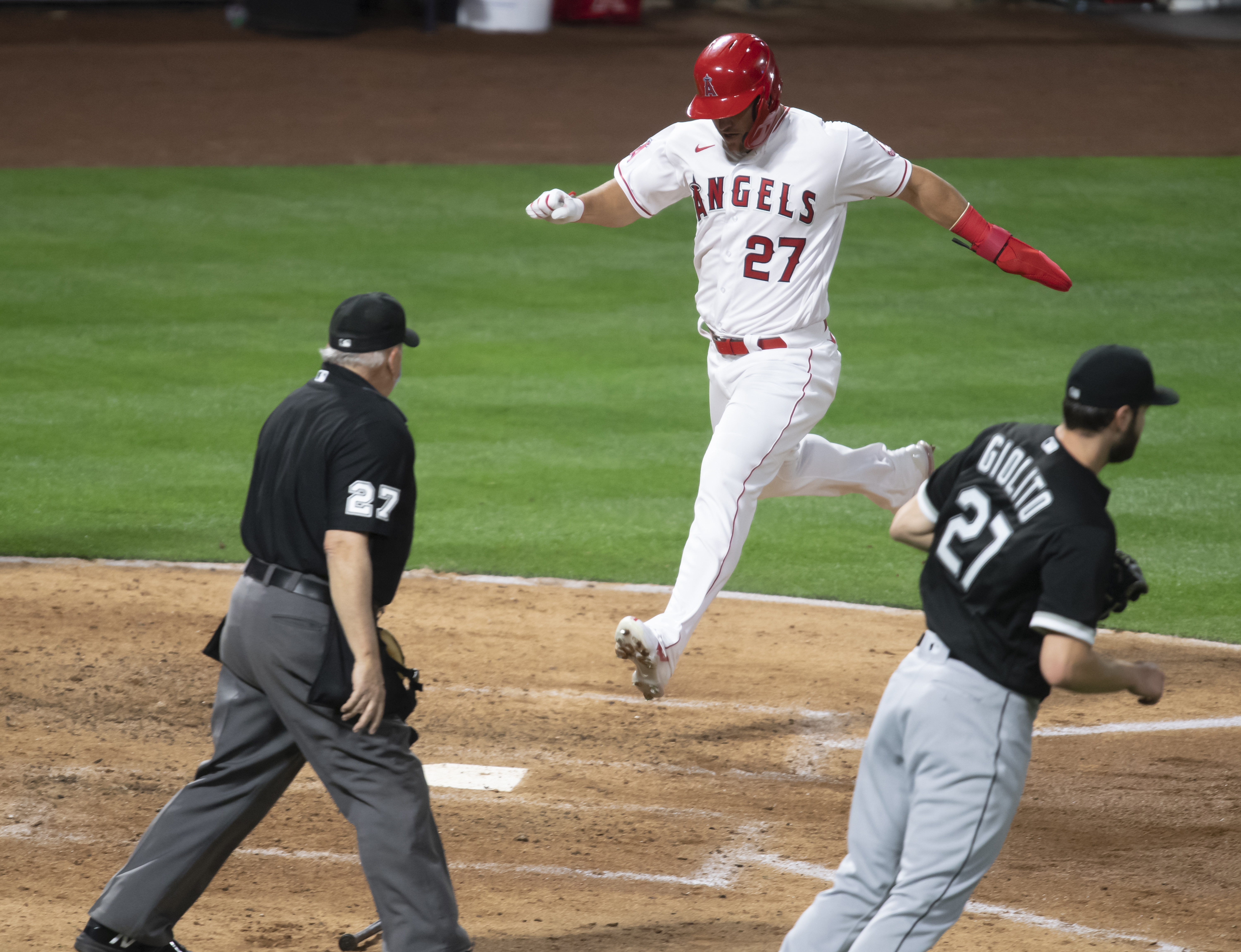 Angels Defeat White Sox In Season Opener