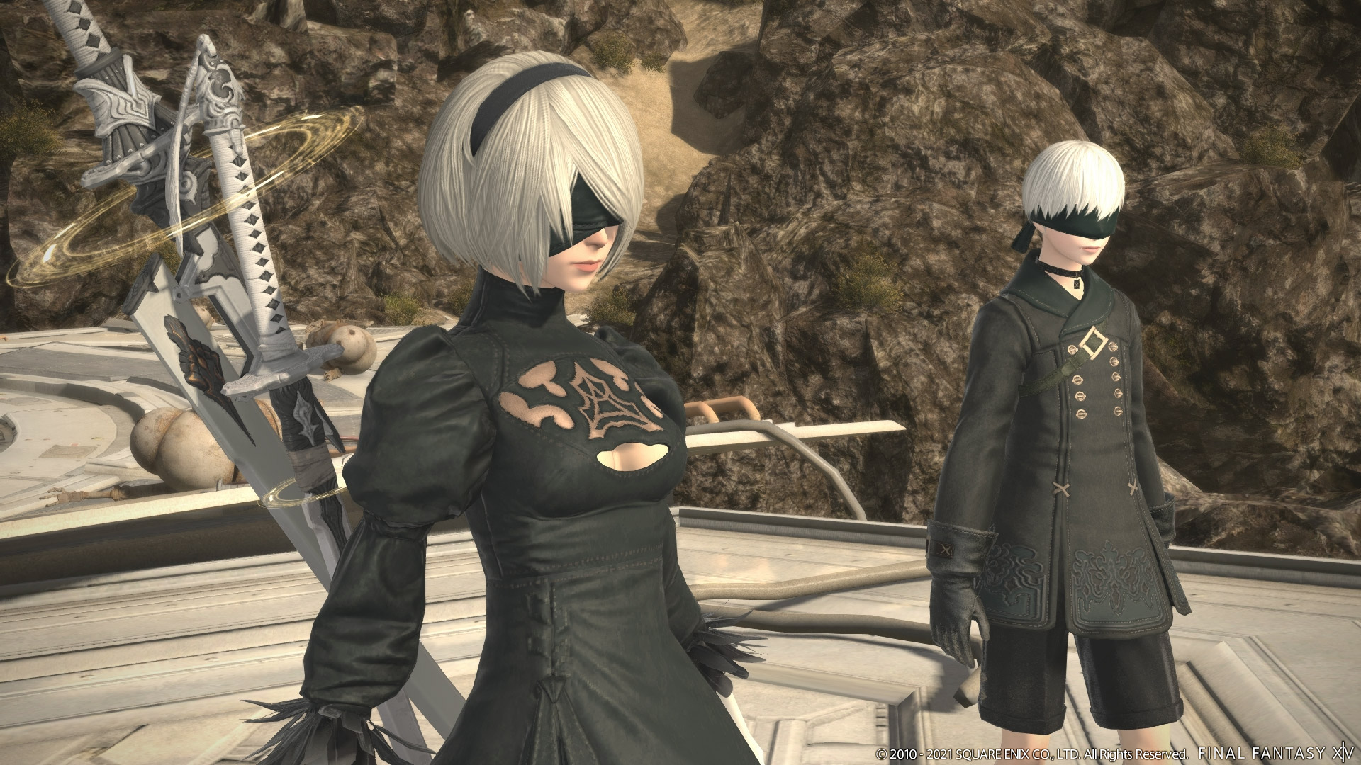 2B and 9S from Nier: Automata stand on a platform in Final Fantasy 14