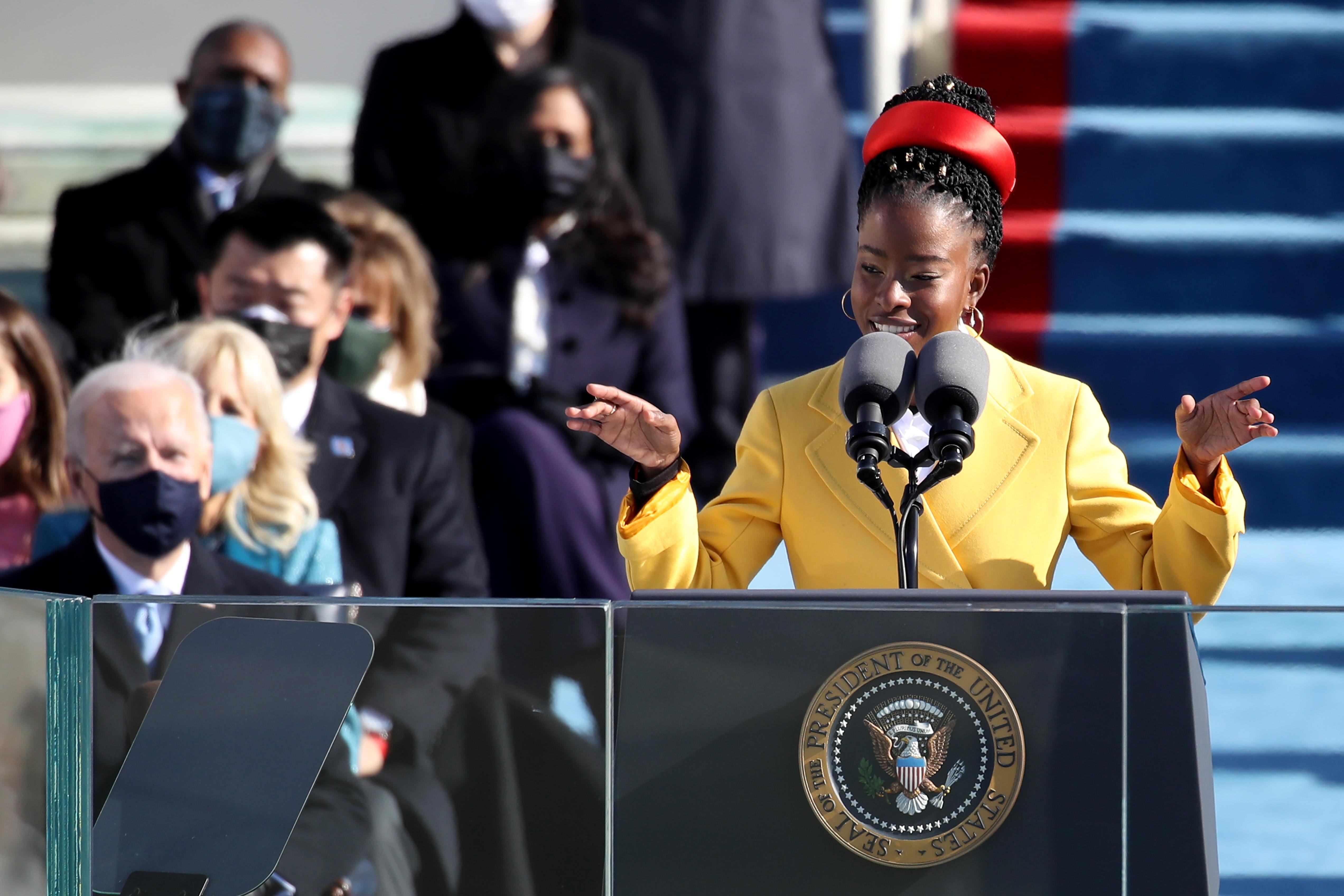 拜登在美国国会大厦就职典礼上宣誓就任美国第46任总统
