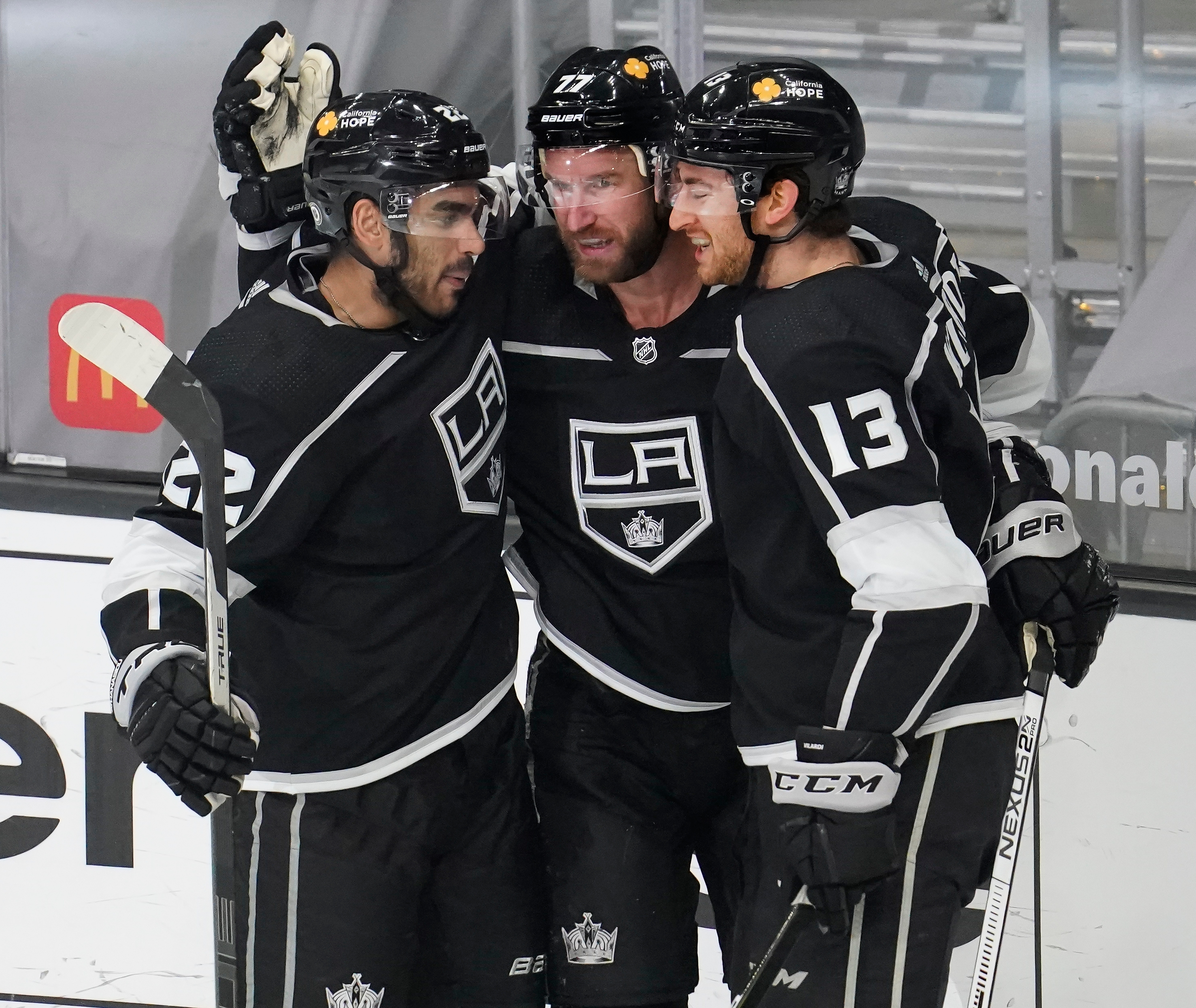 Los Angeles Kings center Jeff Carter (77) celebrates with left wing Andreas Athanasiou (22) and center Gabriel Vilardi (13) after scoring against the St. Louis Blues in the second period at Staples Center. Mandatory Credit: Robert Hanashiro