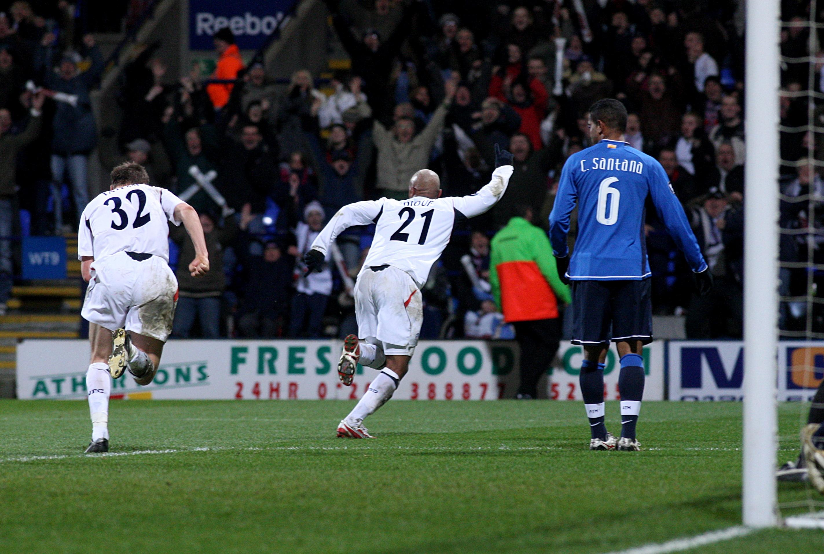 Soccer - UEFA Cup - Round Of 32 - Bolton Wanderers v Atletico Madrid - Reebok Stadium