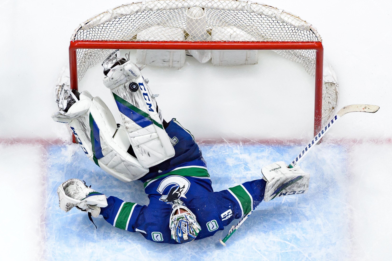 NHL: APR 18 Maple Leafs at Canucks