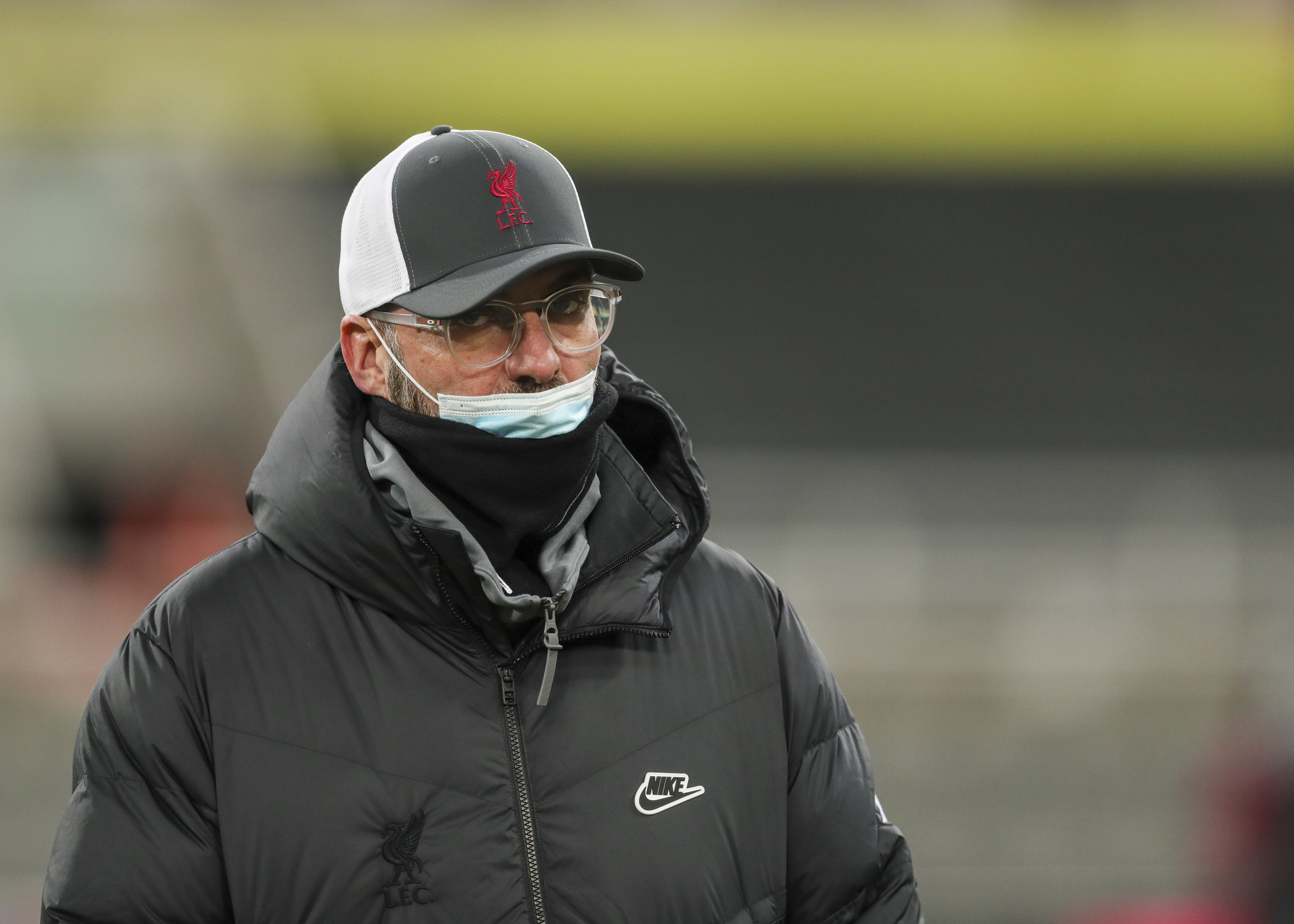 Jurgen Klopp wearing a surgical mask (not over his nose, though) and Liverpool baseball cap during the Premier League match between Newcastle United and Liverpool at St. James Park on December 30, 2020
