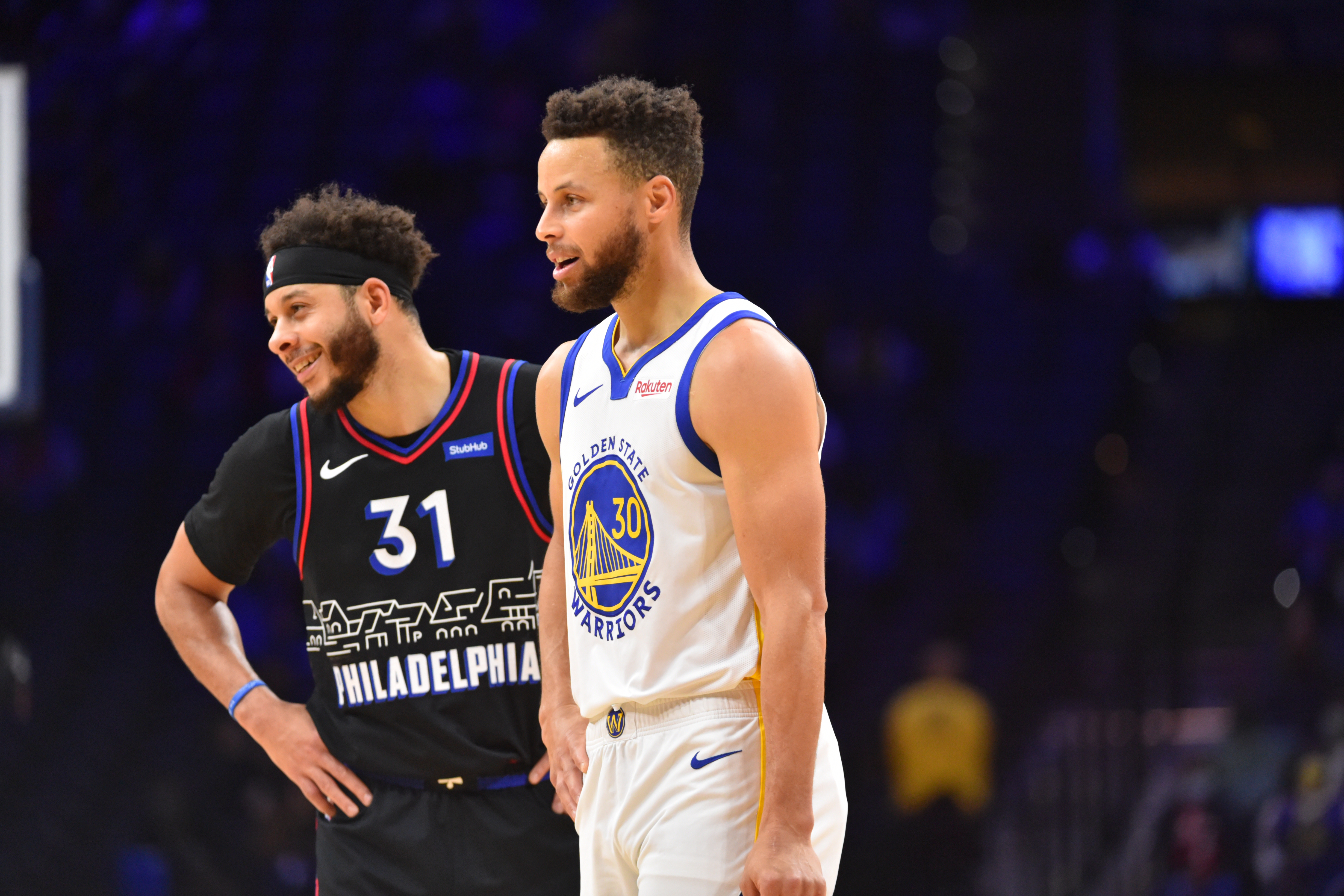 Seth Curry #31 of the Philadelphia 76ers and Stephen Curry #30 of the Golden State Warriors talk during a game on April 19, 2021 at Wells Fargo Center in Philadelphia, Pennsylvania.