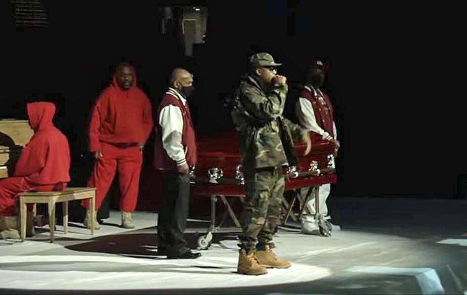 Nas speaks during DMX's memorial service.