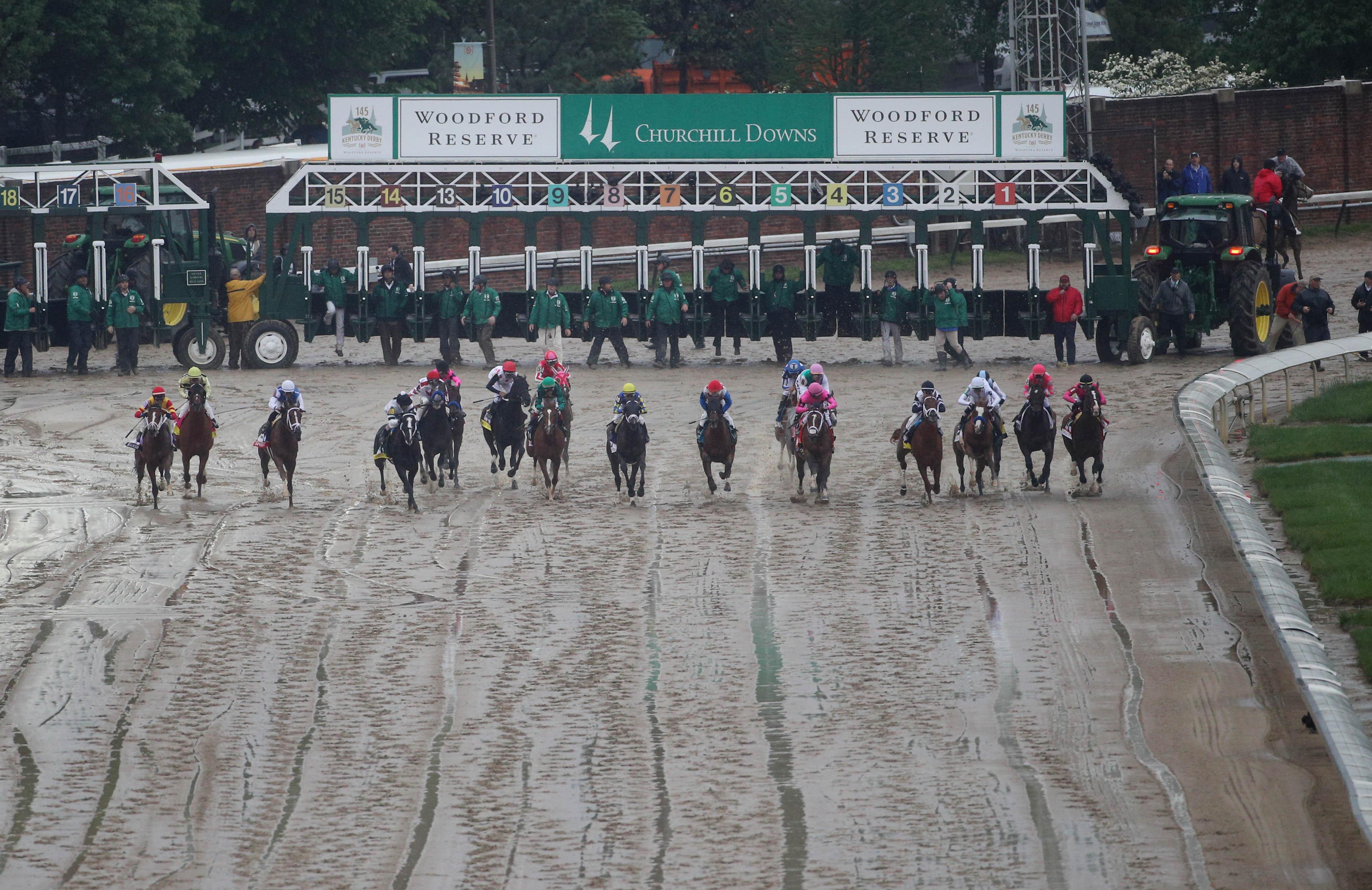 在丘吉尔唐斯举行的第145届肯塔基赛马开赛期间的全貌。