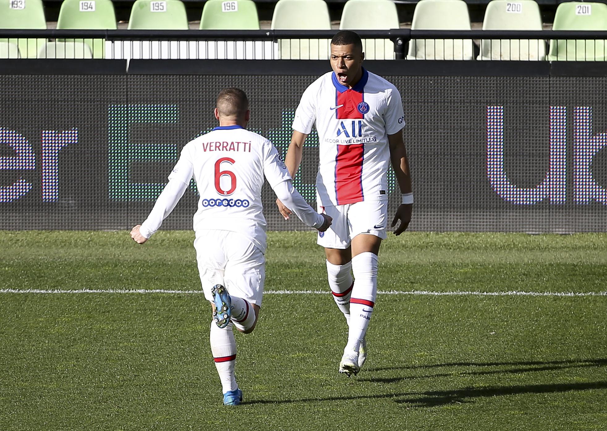 Kylian Mbappe celebrates with Marco Verratti - Paris Saint-Germain - Ligue 1