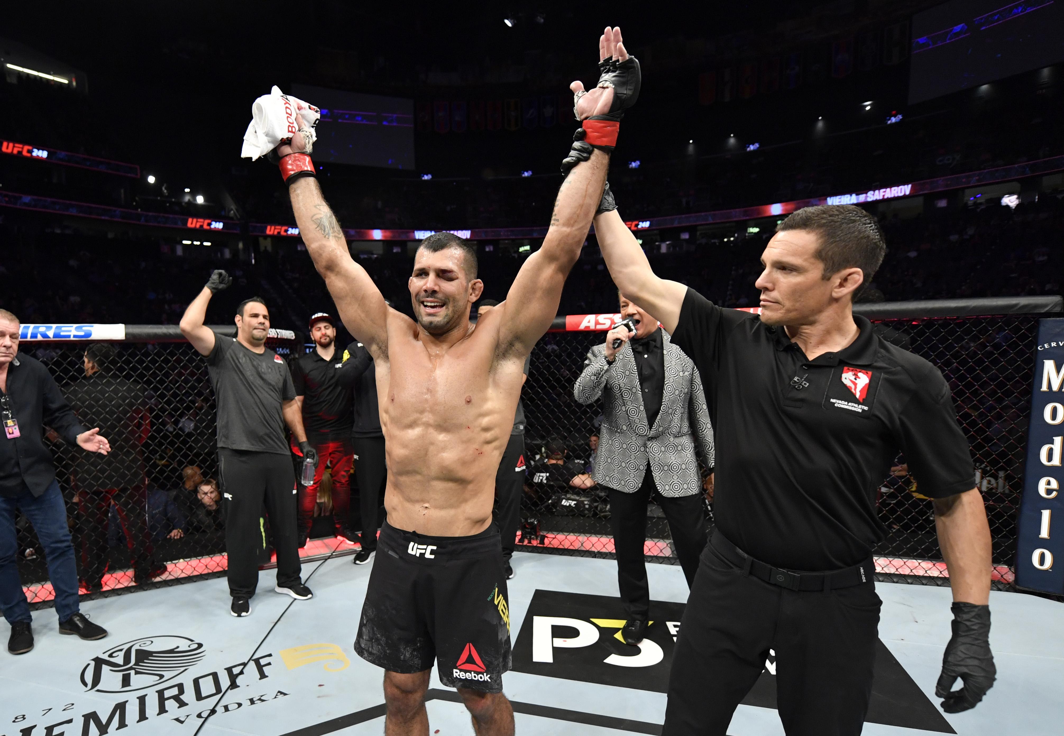 UFC 248:维埃拉对萨法罗夫