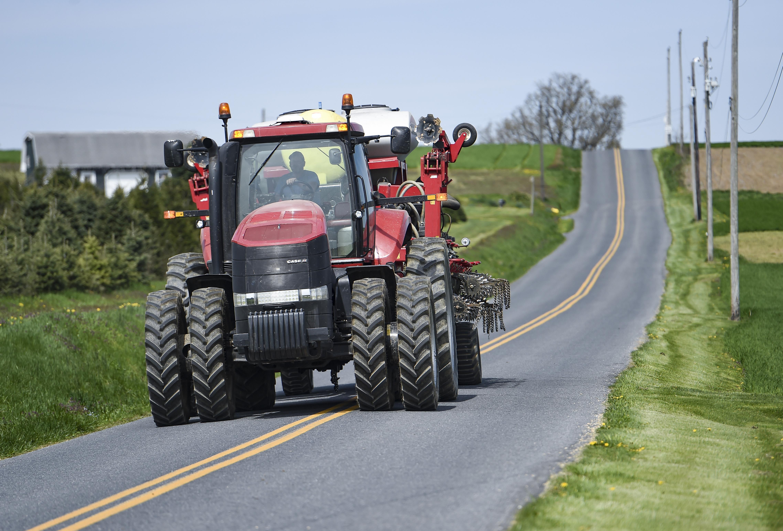 农村道路安全周活动,鼓励驾驶员在道路上谨慎使用农用设备