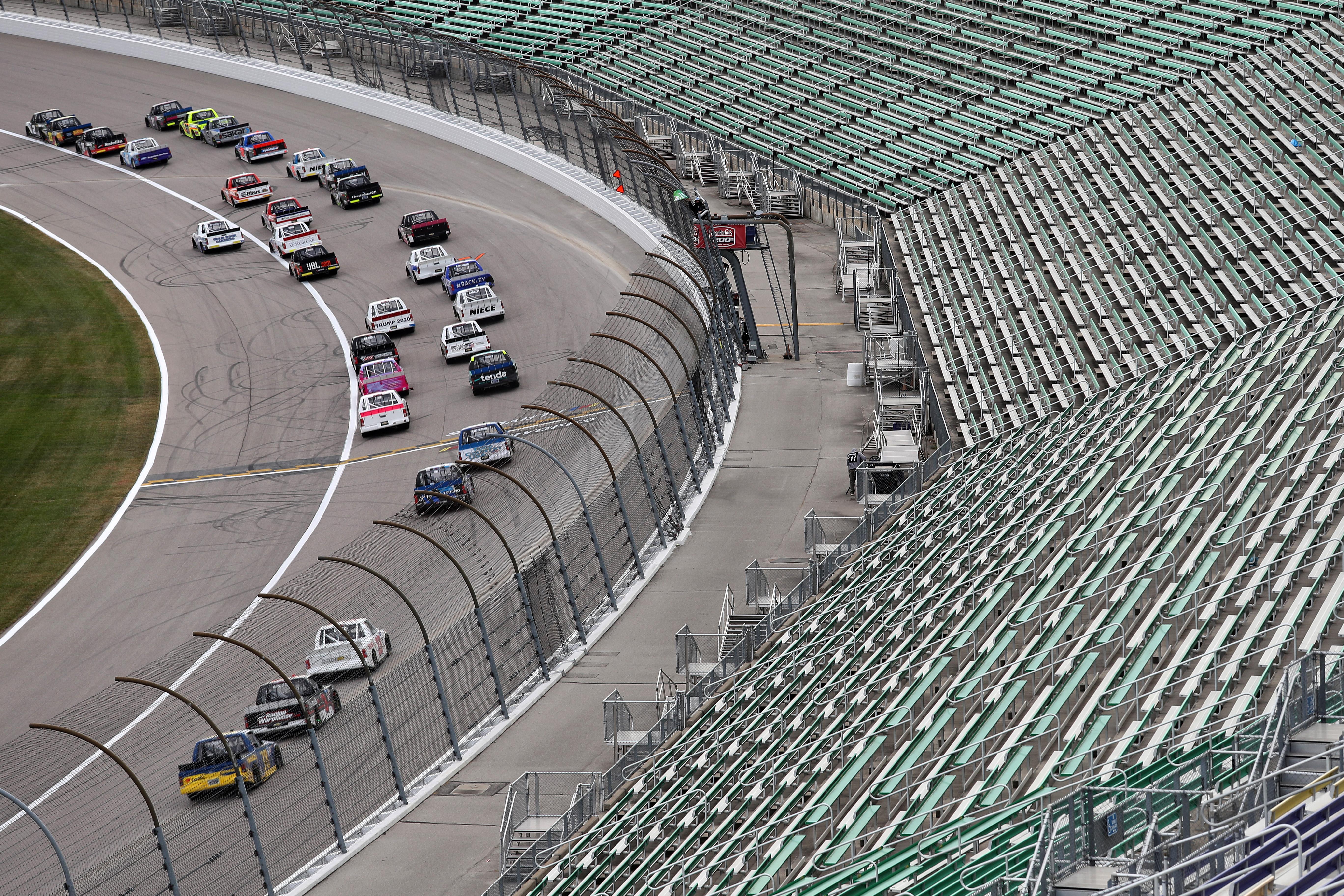NASCAR Gander RV &amp从卡车比赛的看台上的一般观点;户外卡车系列清洁海港200在堪萨斯高速公路2020年10月17日在堪萨斯城。