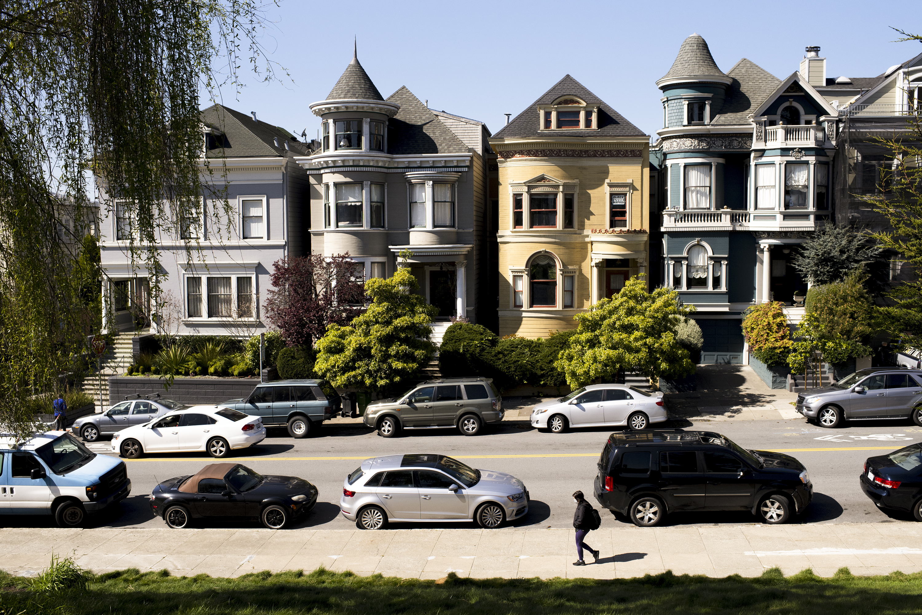 A row of Victorian homes on a San Francisco street.