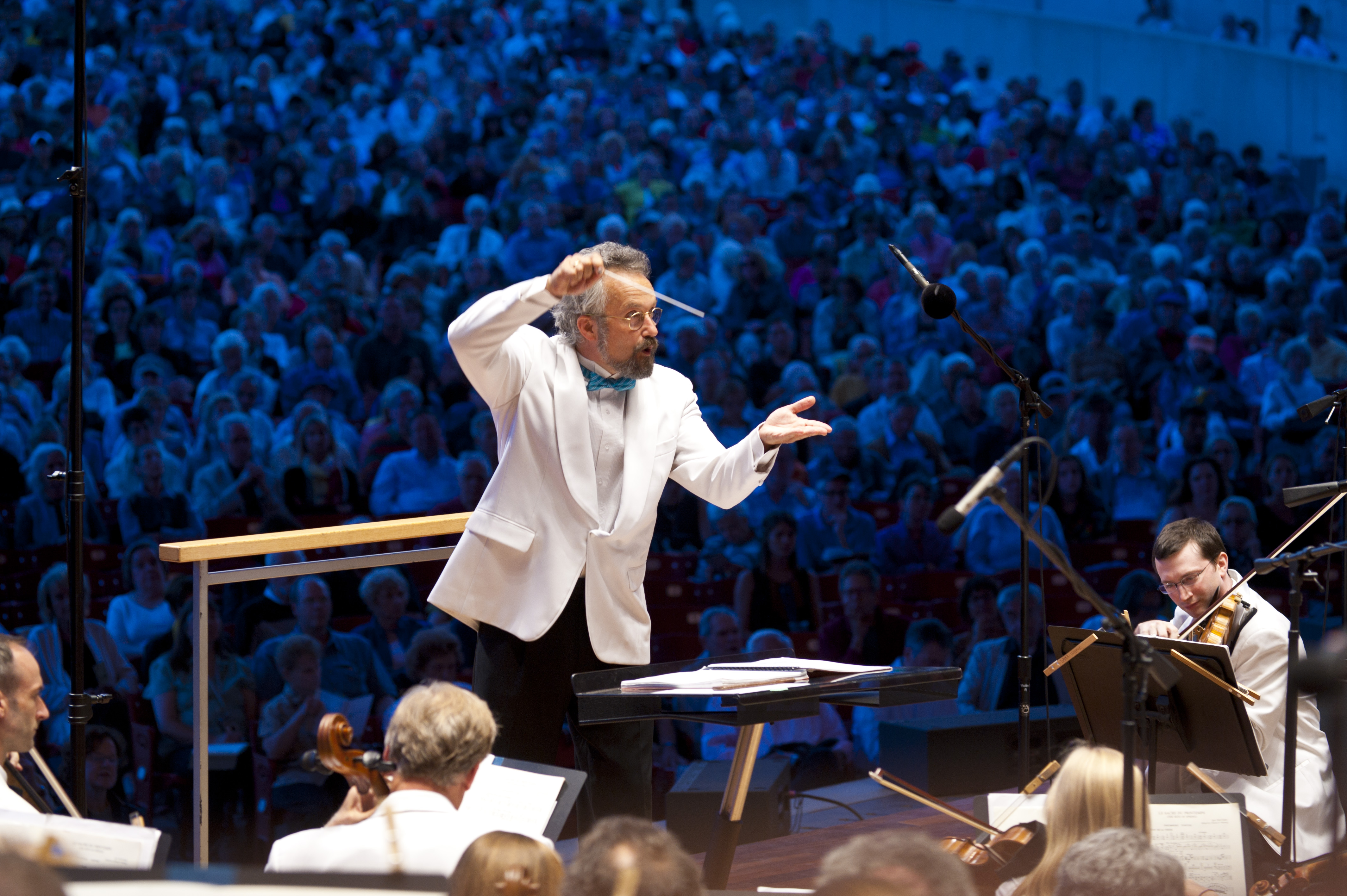 Conductor Carlos Kalmar will once again lead the Grant Park Music Festival Orchestra and Chorus in a summer season at the Pritzker Pavilion.