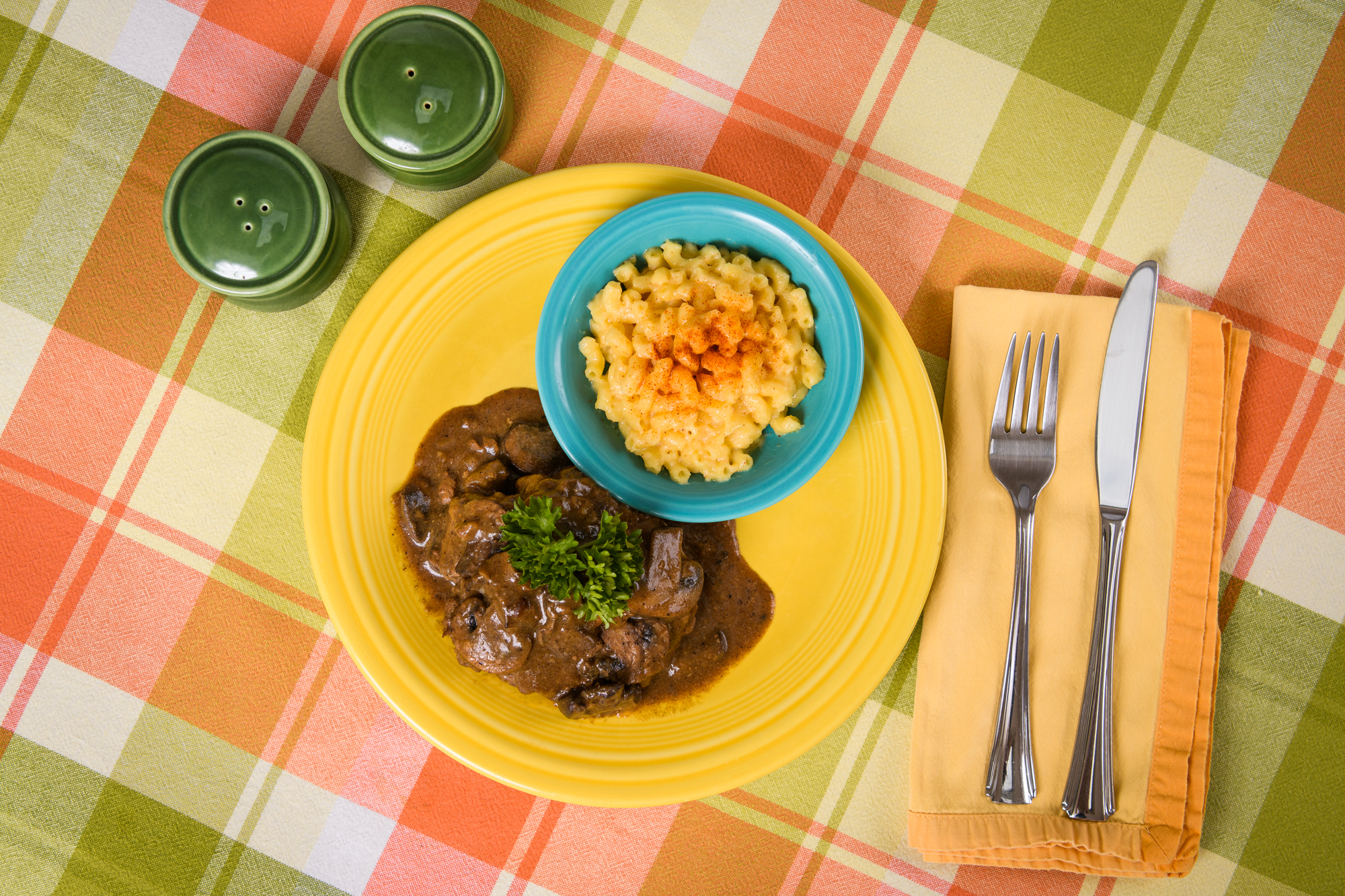 Picture of salisbury steak and macaroni and cheese on a plate