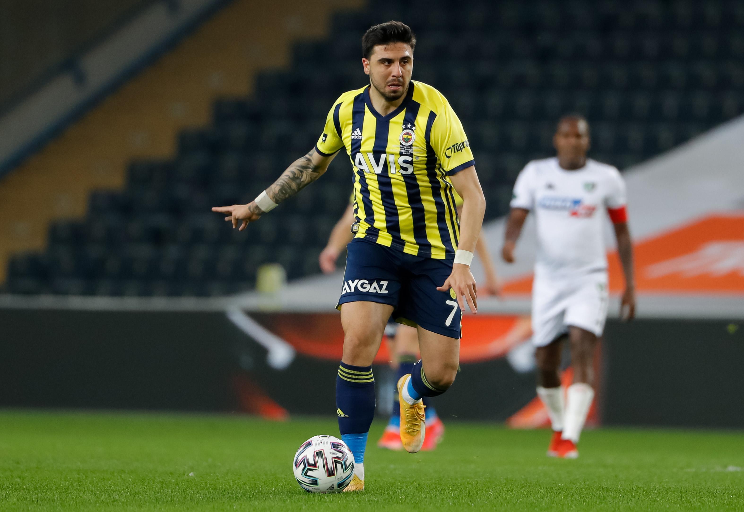 Fenerbahce SK v Denizlispor - Super Lig
