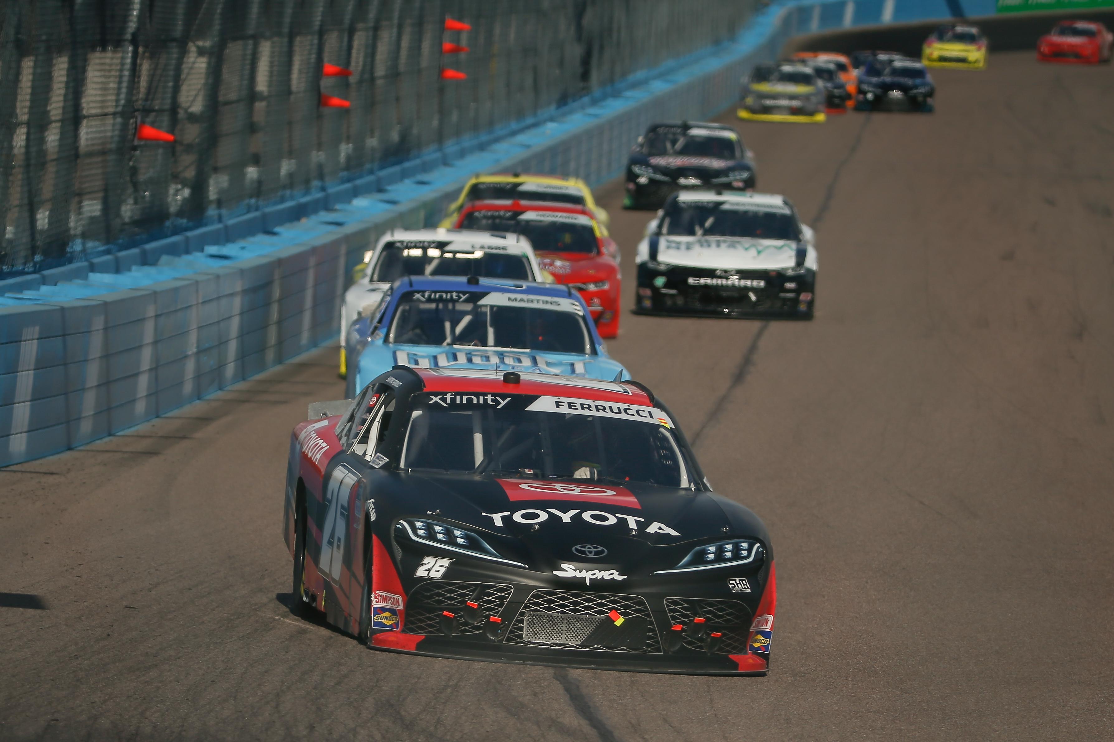 桑蒂诺·费鲁奇,26号萨姆·亨特赛车液压技术公司丰田Supra的车手,正在亚利桑那州菲尼克斯市的凤凰ISM赛道上参加2021年3月13日的Call 811 Before You Dig 200 Nascar Xfinity系列赛。