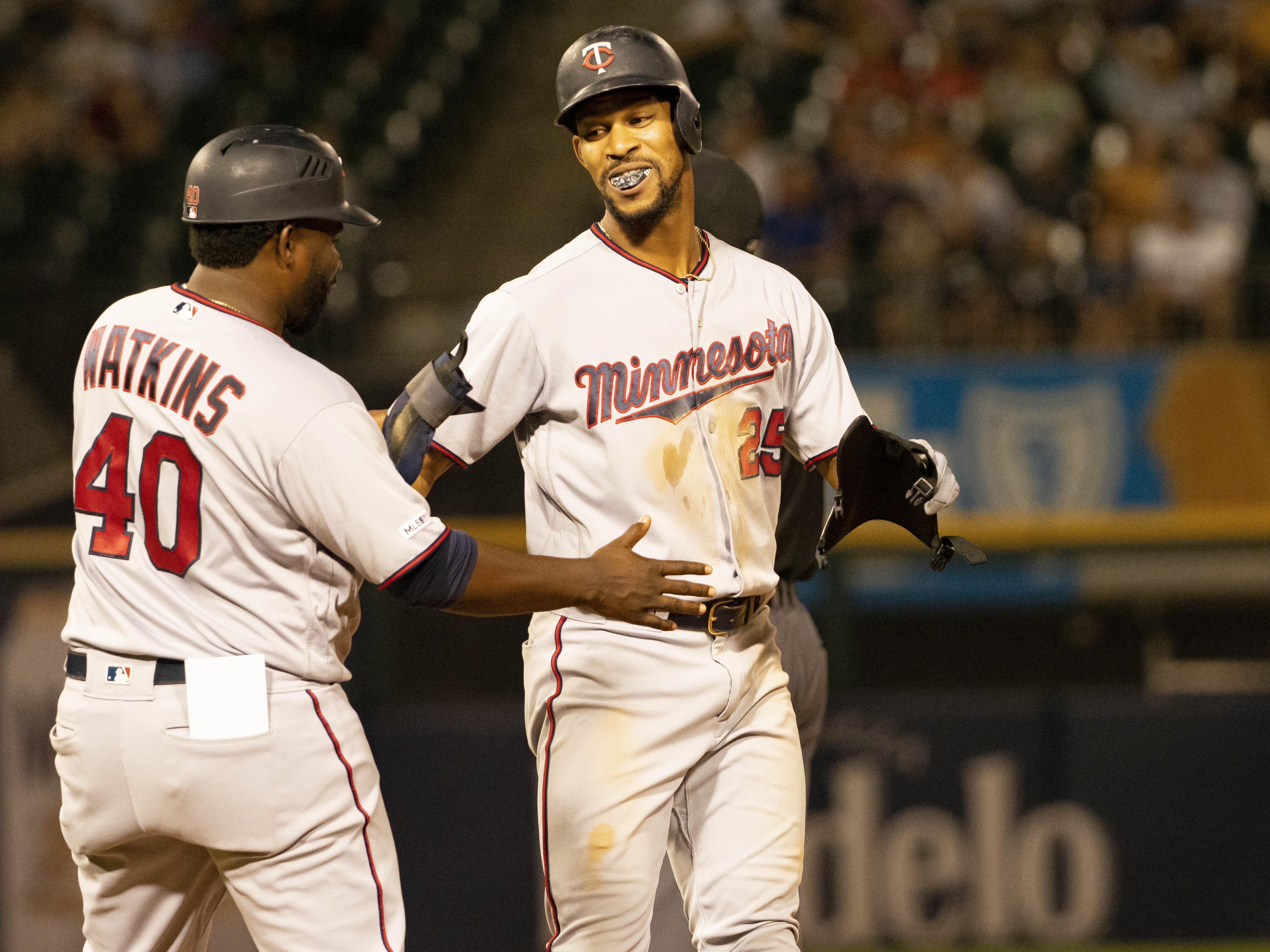 2019年7月25日,明尼苏达双胞胎队在芝加哥白袜队举行的MLB常规赛中,外野手Bryon Buxton在得分后反应。