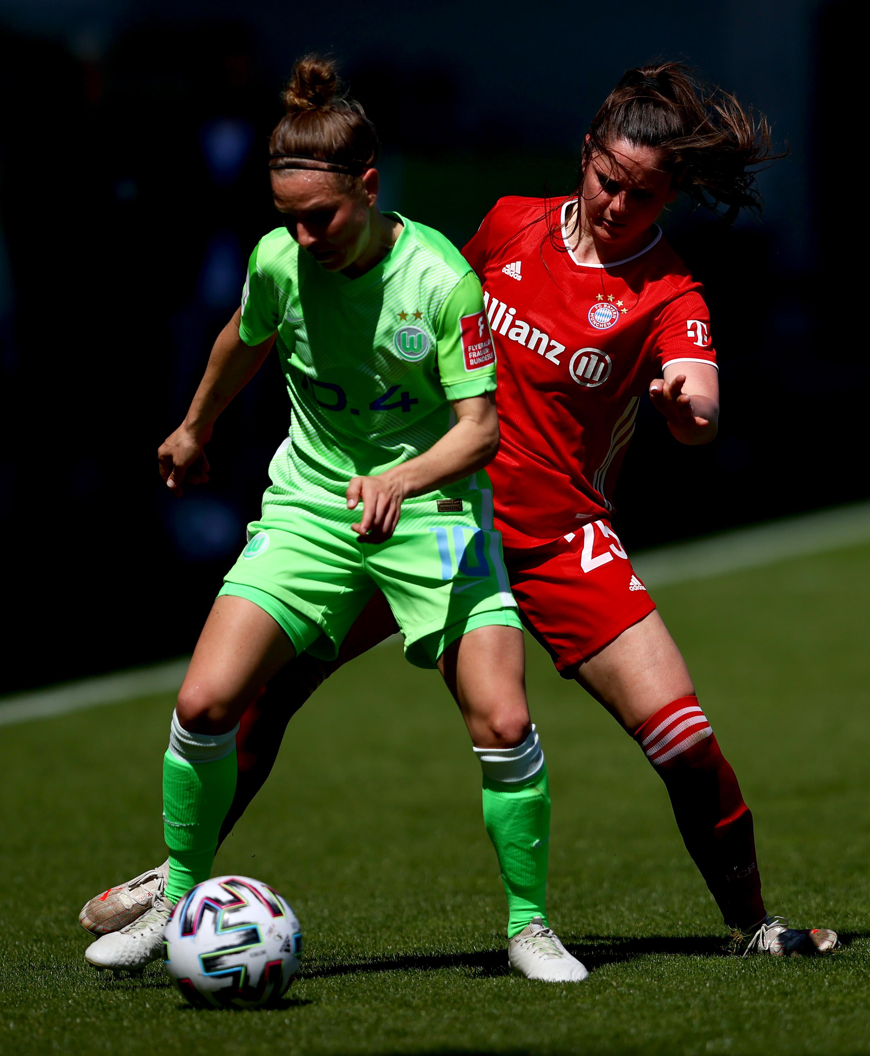 VfL Wolfsburg v FC Bayern München - FLYERALARM Frauen Bundesliga
