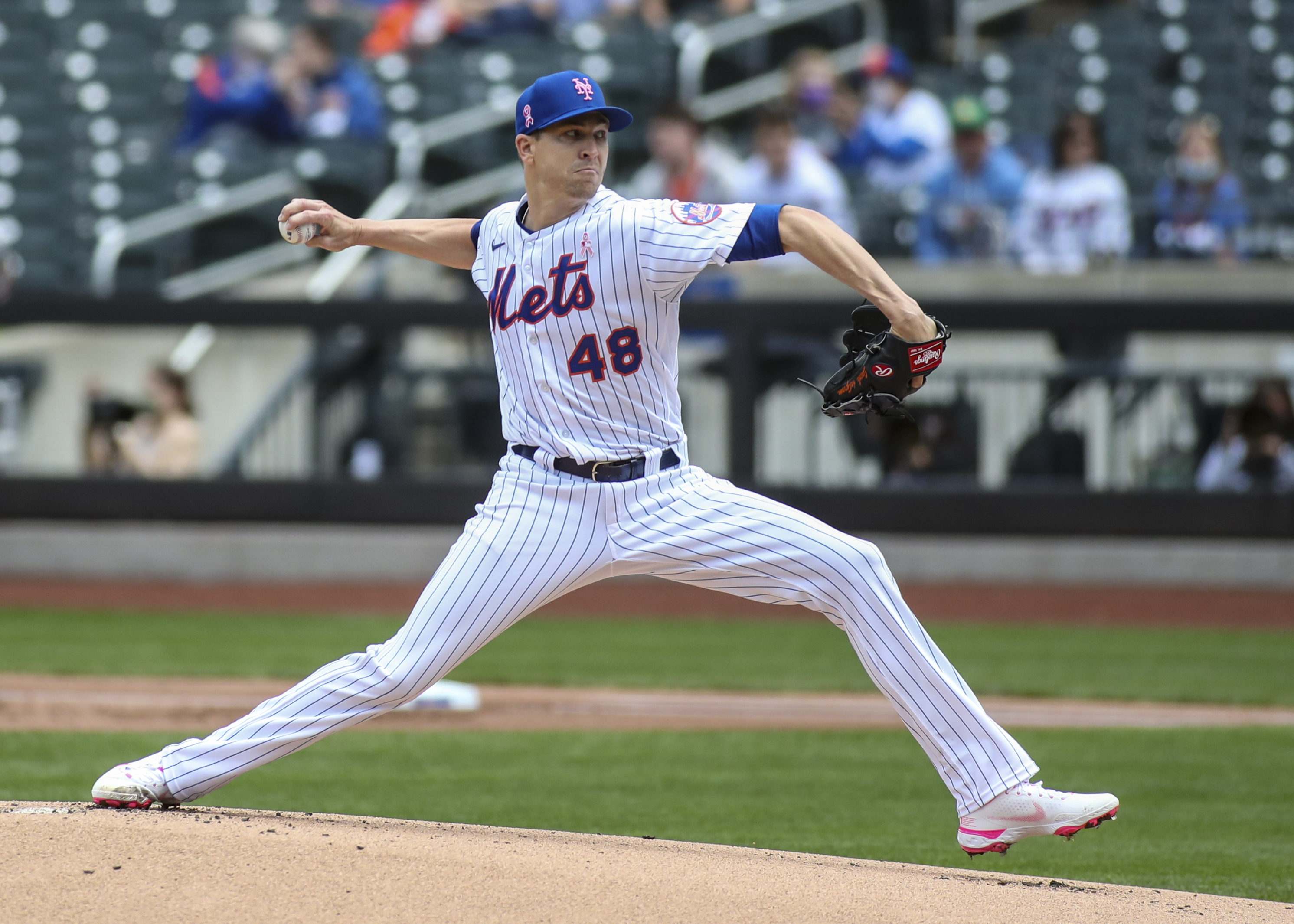New York Mets pitcher Jacob deGrom pitches in the first inning against the Arizona Diamondbacks at Citi Field.