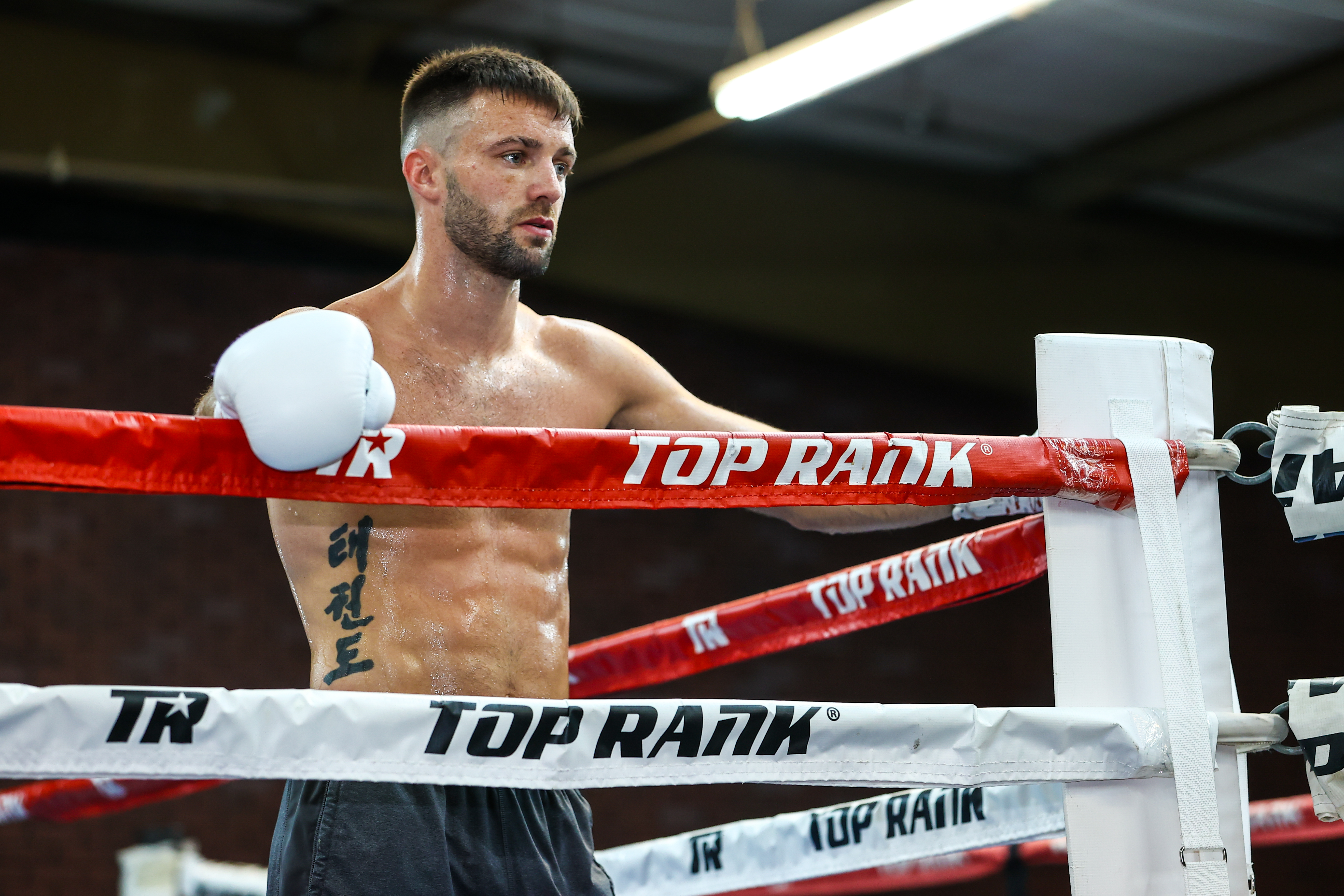 Josh Taylor pose during Tyson Fury's workout at the Top Rank Gym on May 4, 2021 in Las Vegas, Nevada.