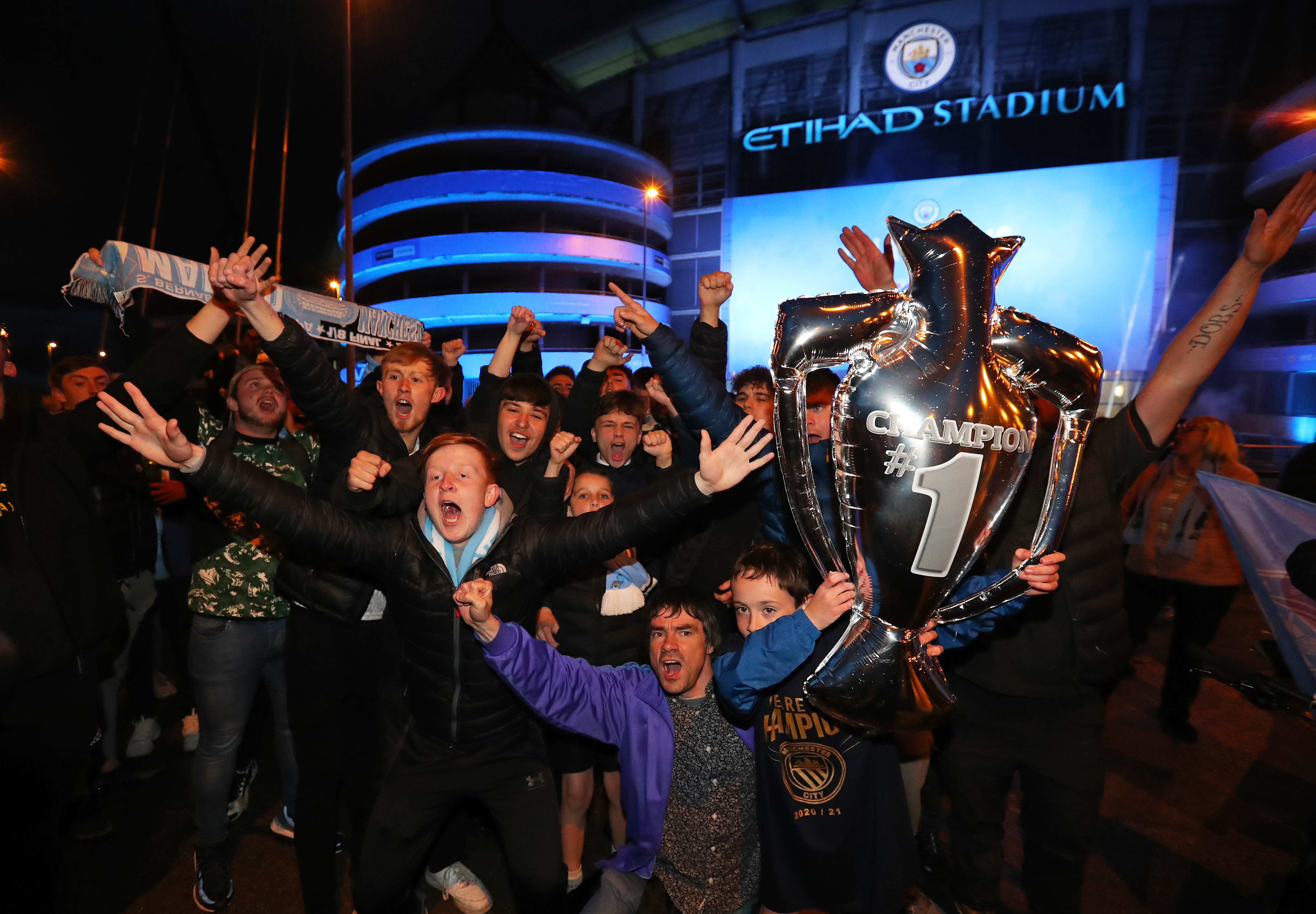 Manchester City Fans Celebrate Winning the Premier League Title - Manchester City - Premier League