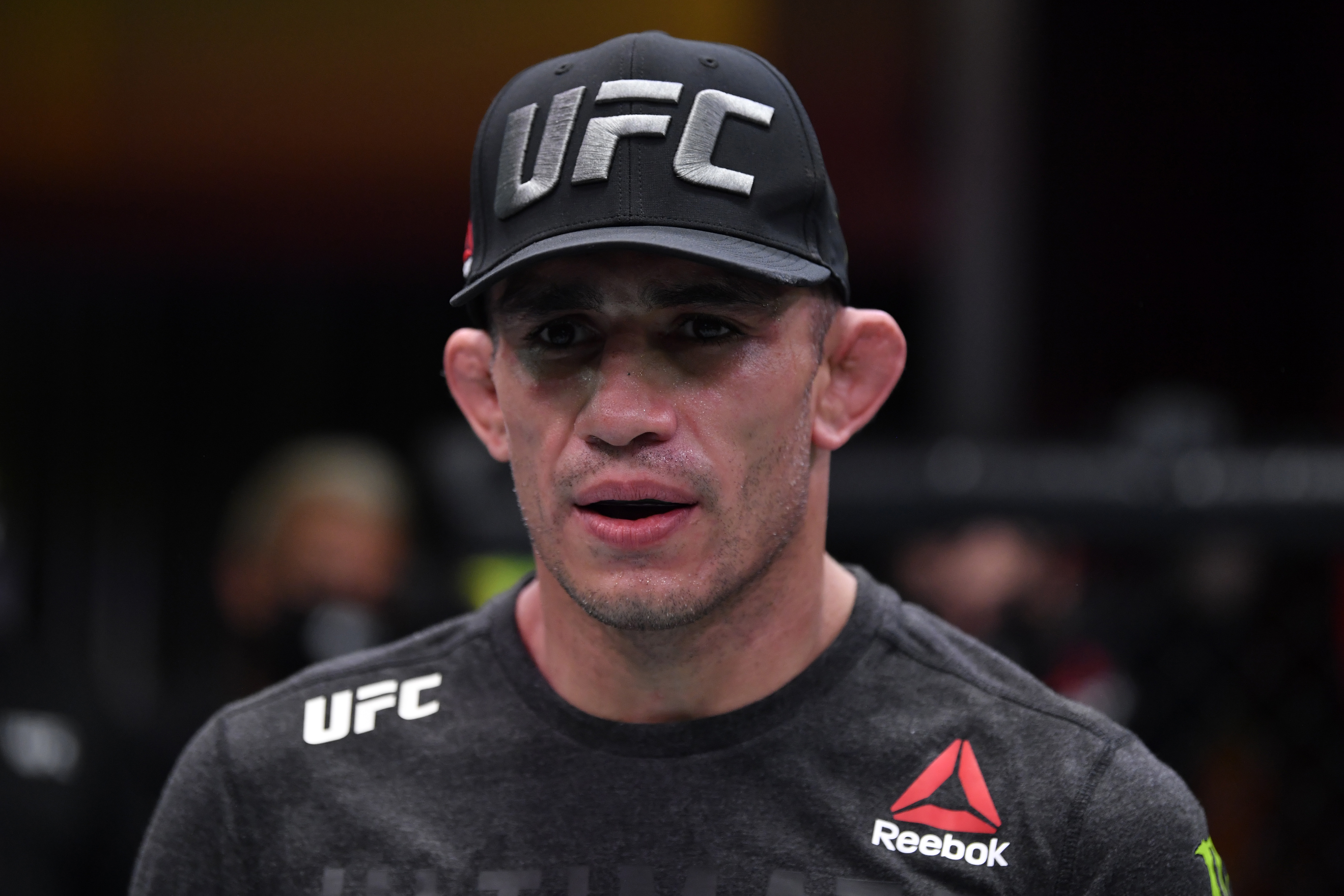 2020年12月12日,在内华达州拉斯维加斯举行的UFC APEX第256届UFC赛事中,托尼·弗格森在与巴西选手查尔斯·奥里韦拉(Charles Oliveira)进行轻量级比赛后的反应。