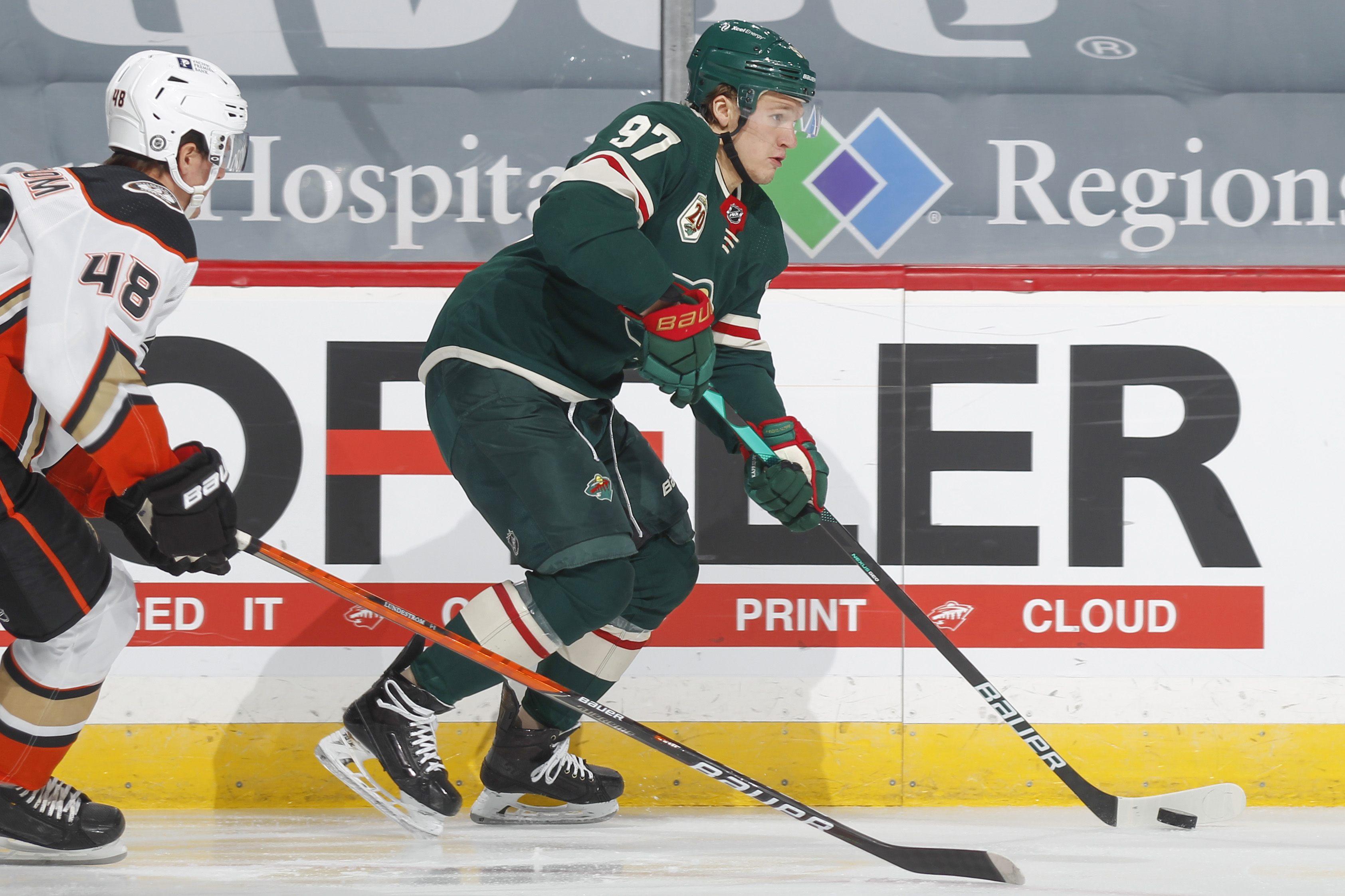 Kirill Kaprizov在明尼苏达州的野生冰球排名第97,而Anaheim Ducks在Minnesota的Saint Paul 8月8日的Xcel Energy Center的比赛中捍卫了Anaheim鸭子的第48名。