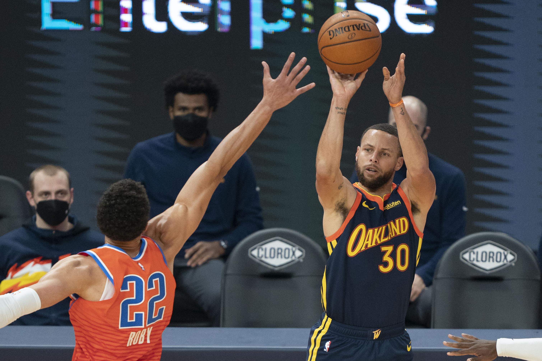 NBA:俄克拉荷马雷霆队对阵金州勇士队