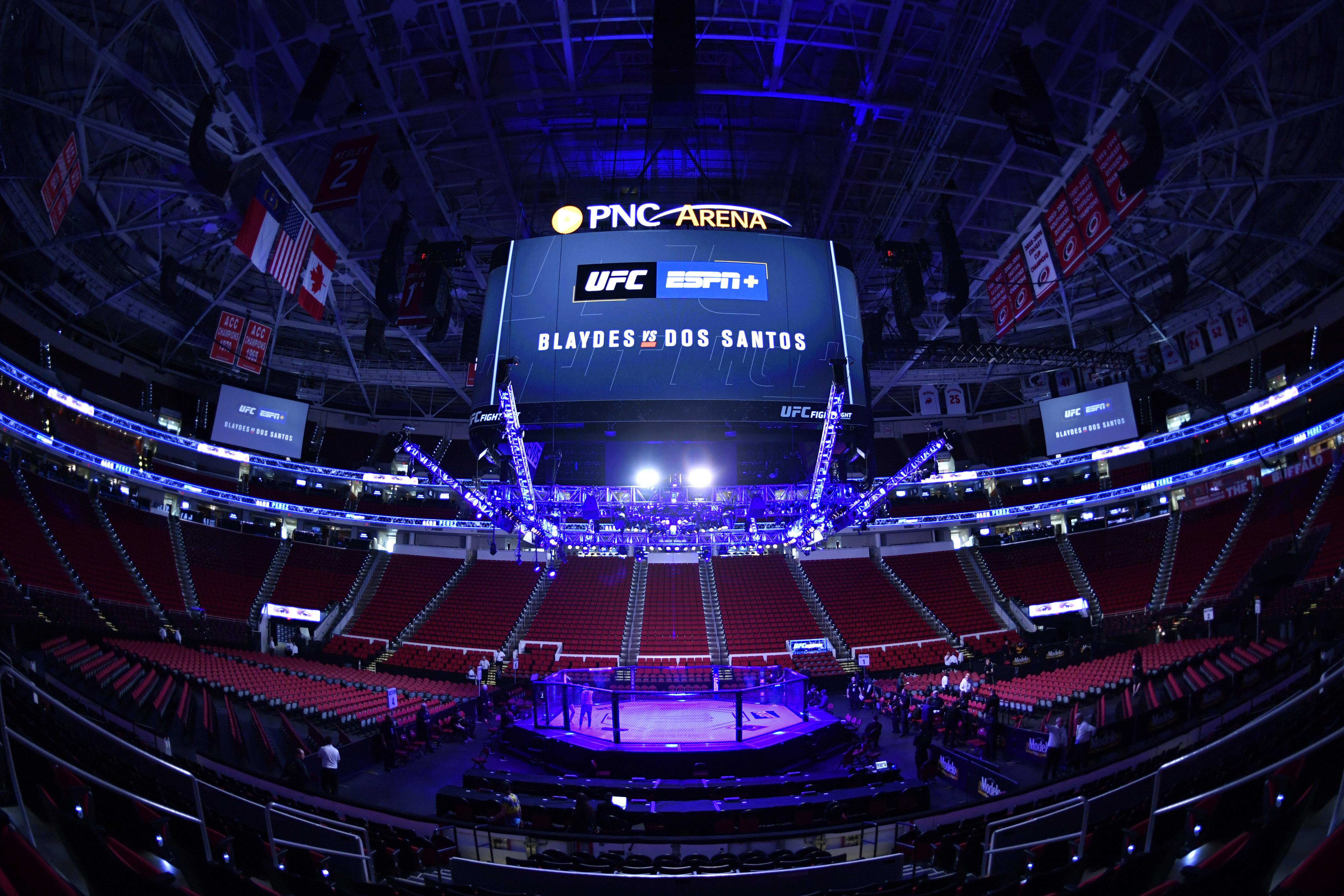 2020年1月25日,北卡罗来纳州罗利,在PNC竞技场举行UFC格斗之夜之前,八角球场的概览。