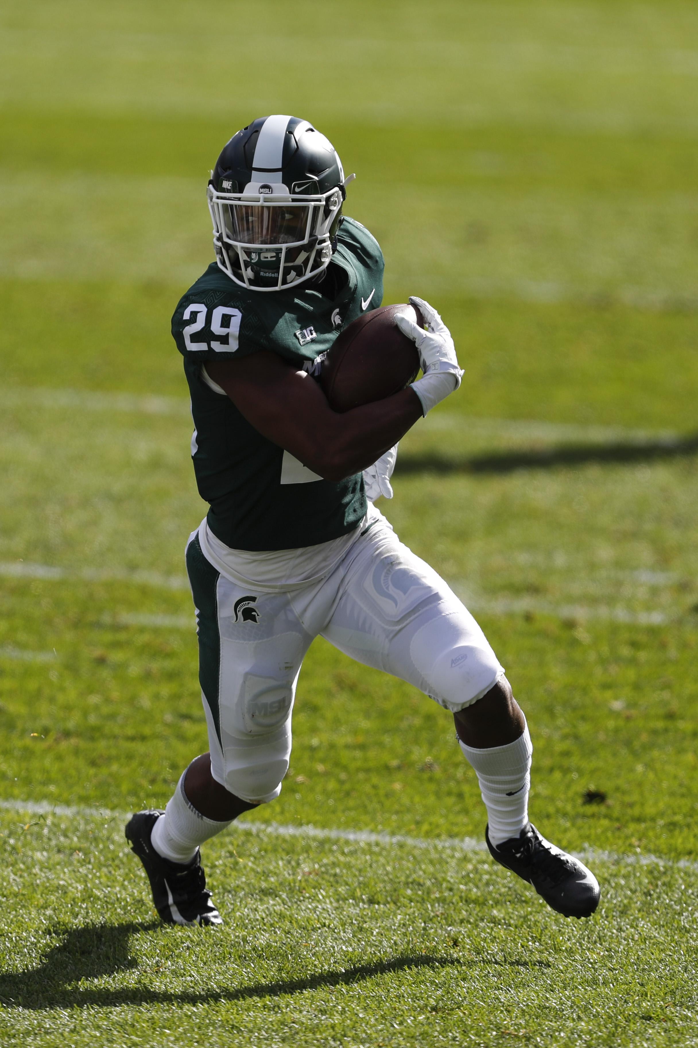 NCAA橄榄球赛:罗格斯大学在密歇根州立大学