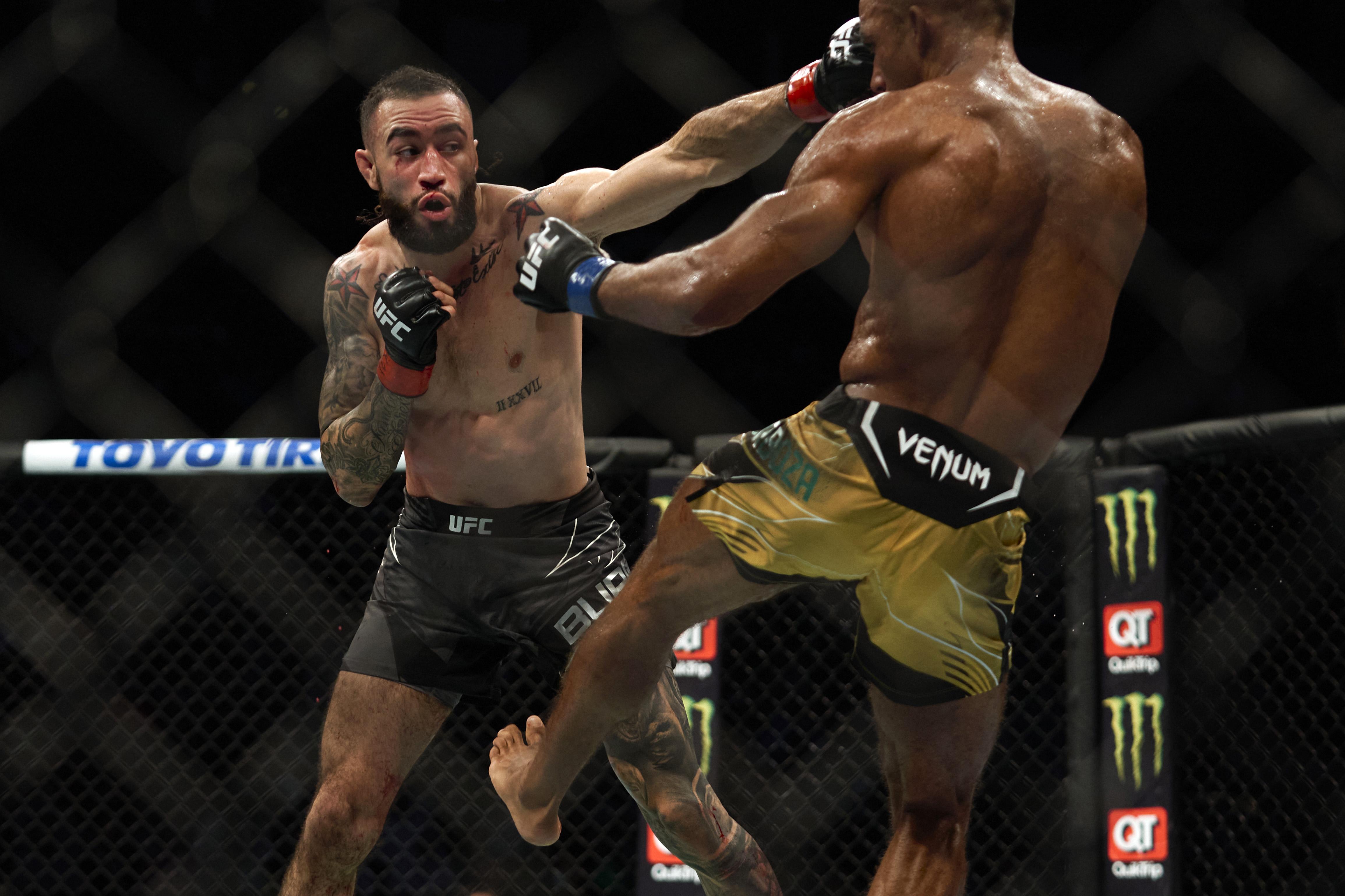Shane Burgos during his fight against Edson Barboza at UFC 262.