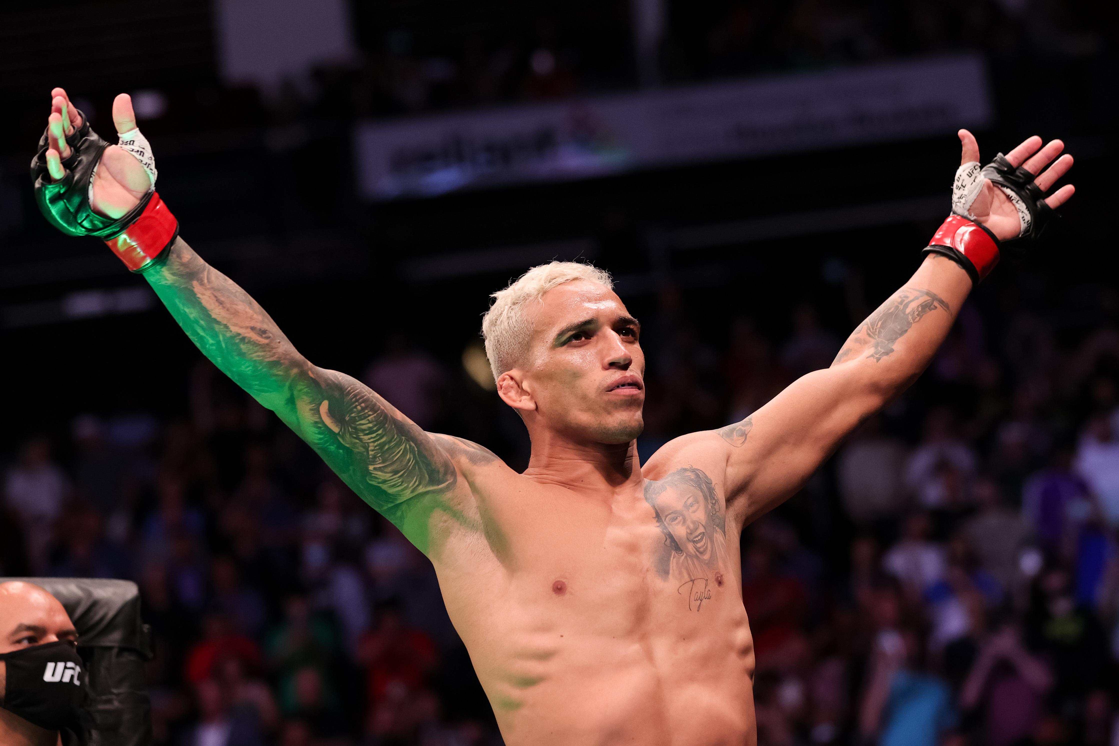 Charles Oliveira vs Michael Chandler at UFC 262