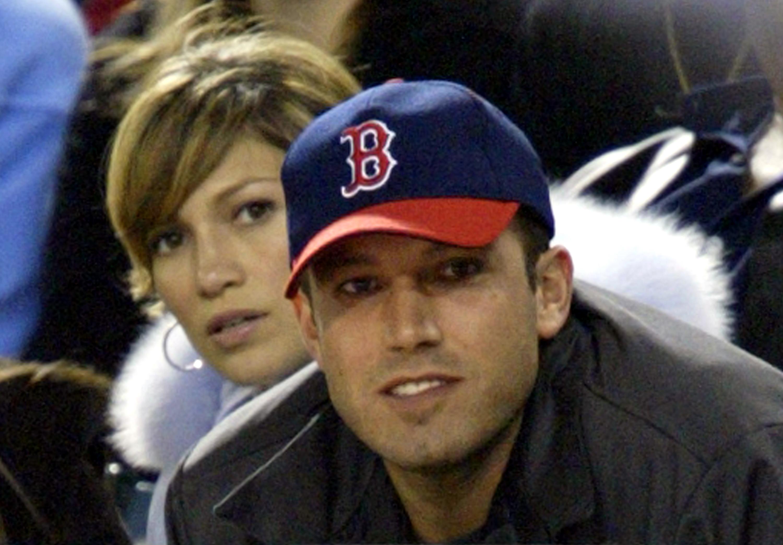 詹妮弗·洛佩兹和本·阿弗莱克参加阿纳海姆天使队对波士顿红袜队的比赛