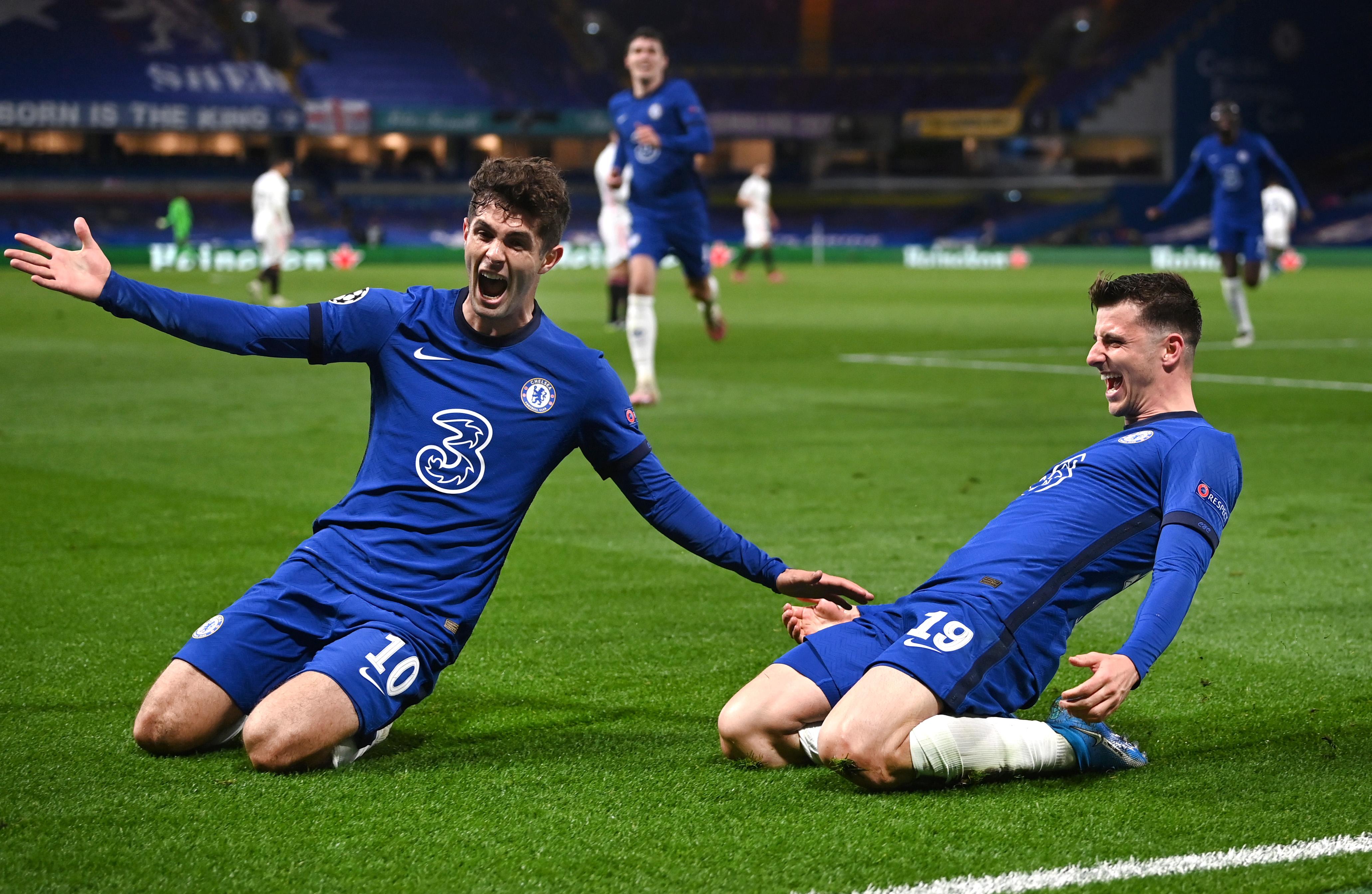 Mason Mount celebrates with Christian Pulisic - Chelsea - UEFA Champions League